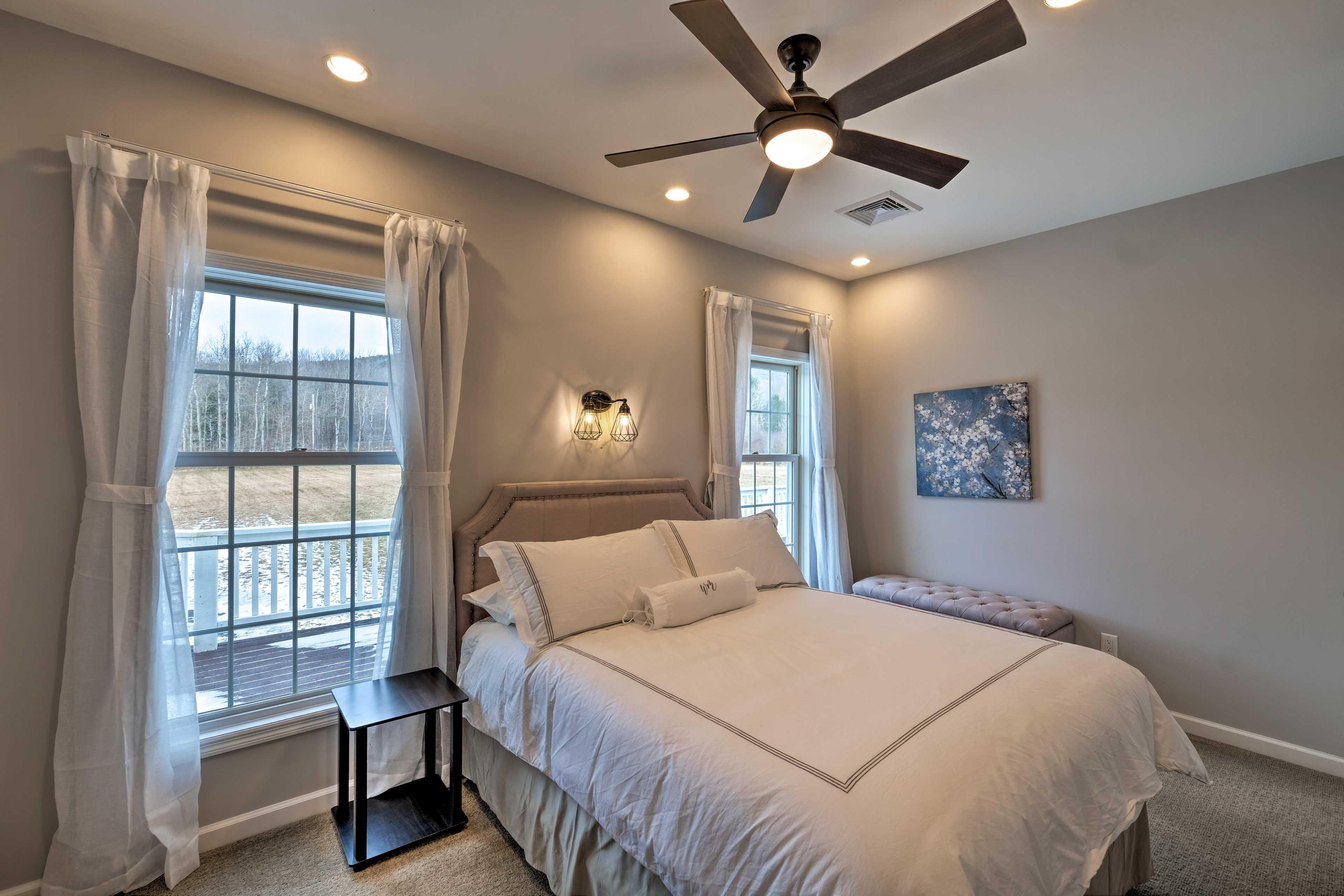 Bedroom 11: queen bed