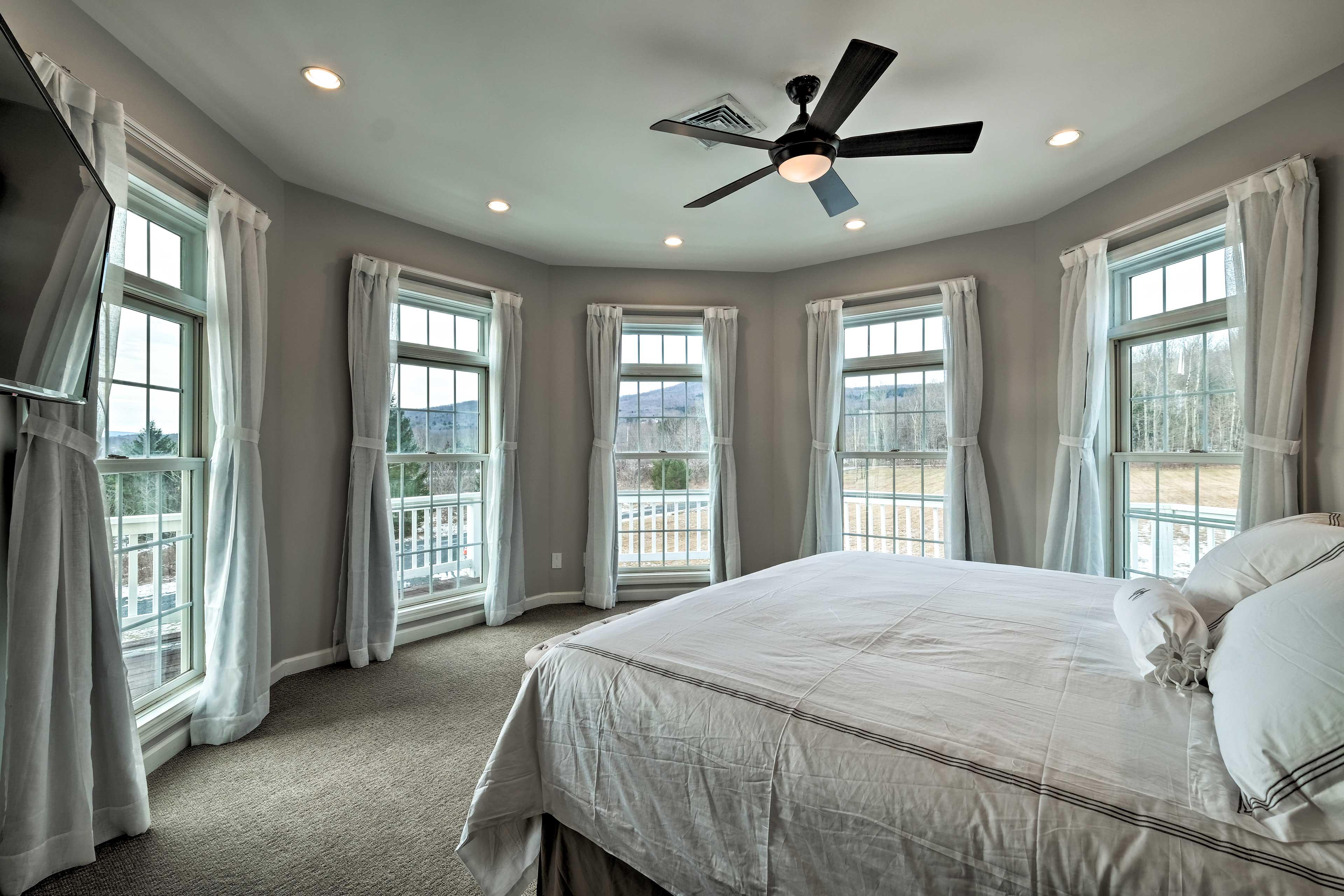 Bedroom 4: king bed