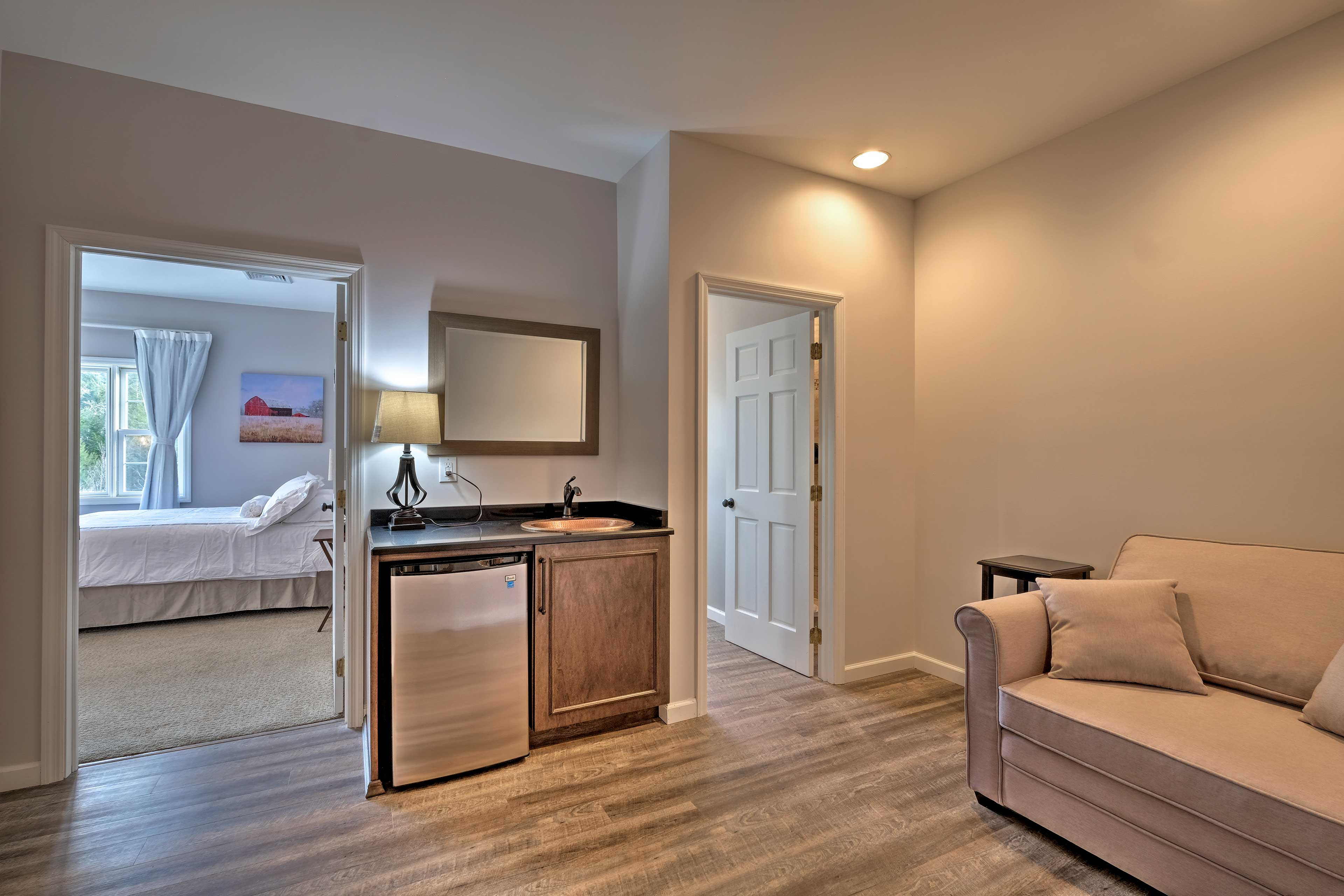 You'll find another mini kitchenette between these 2 bedrooms!
