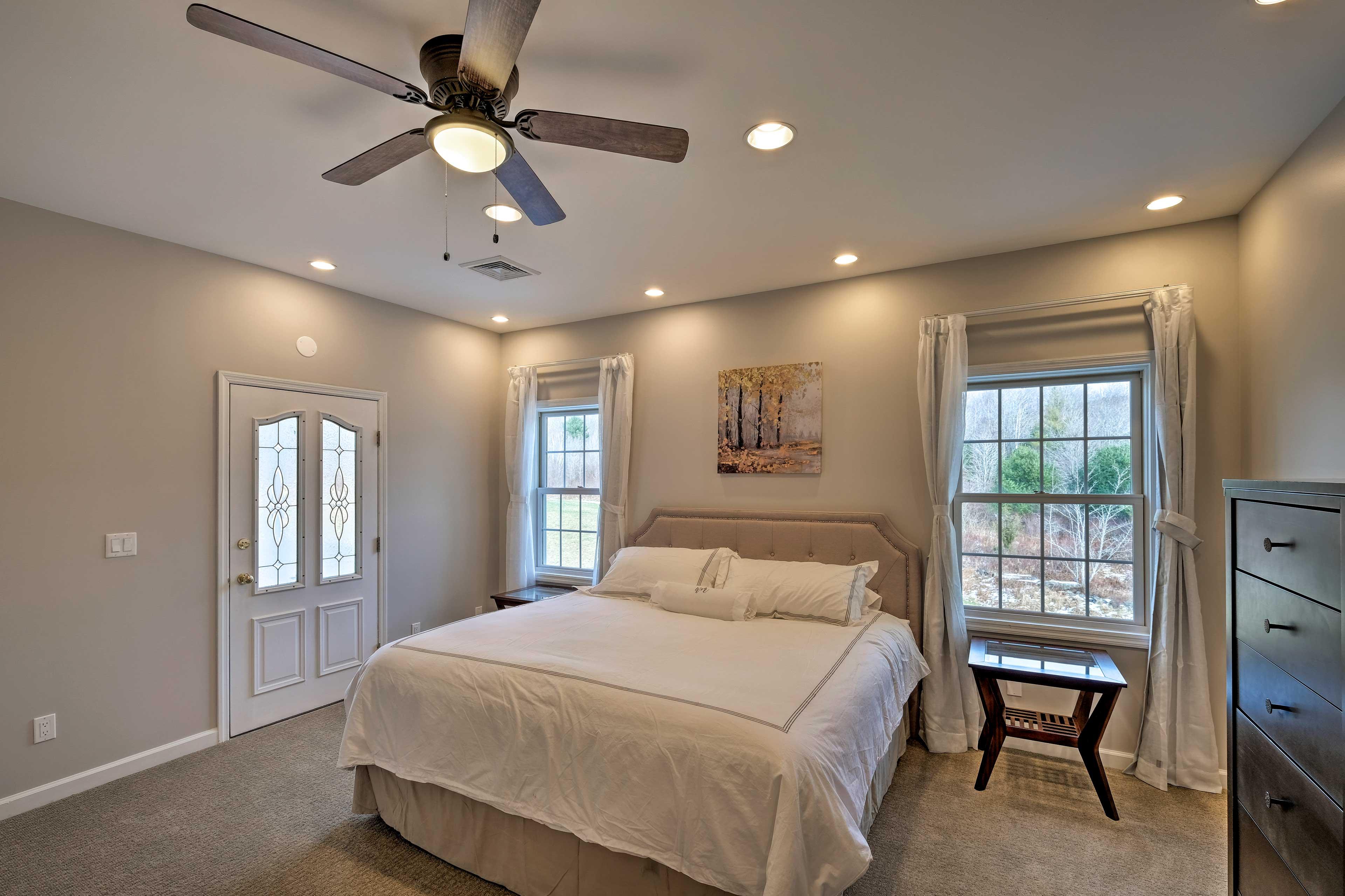 Bedroom 6: king bed