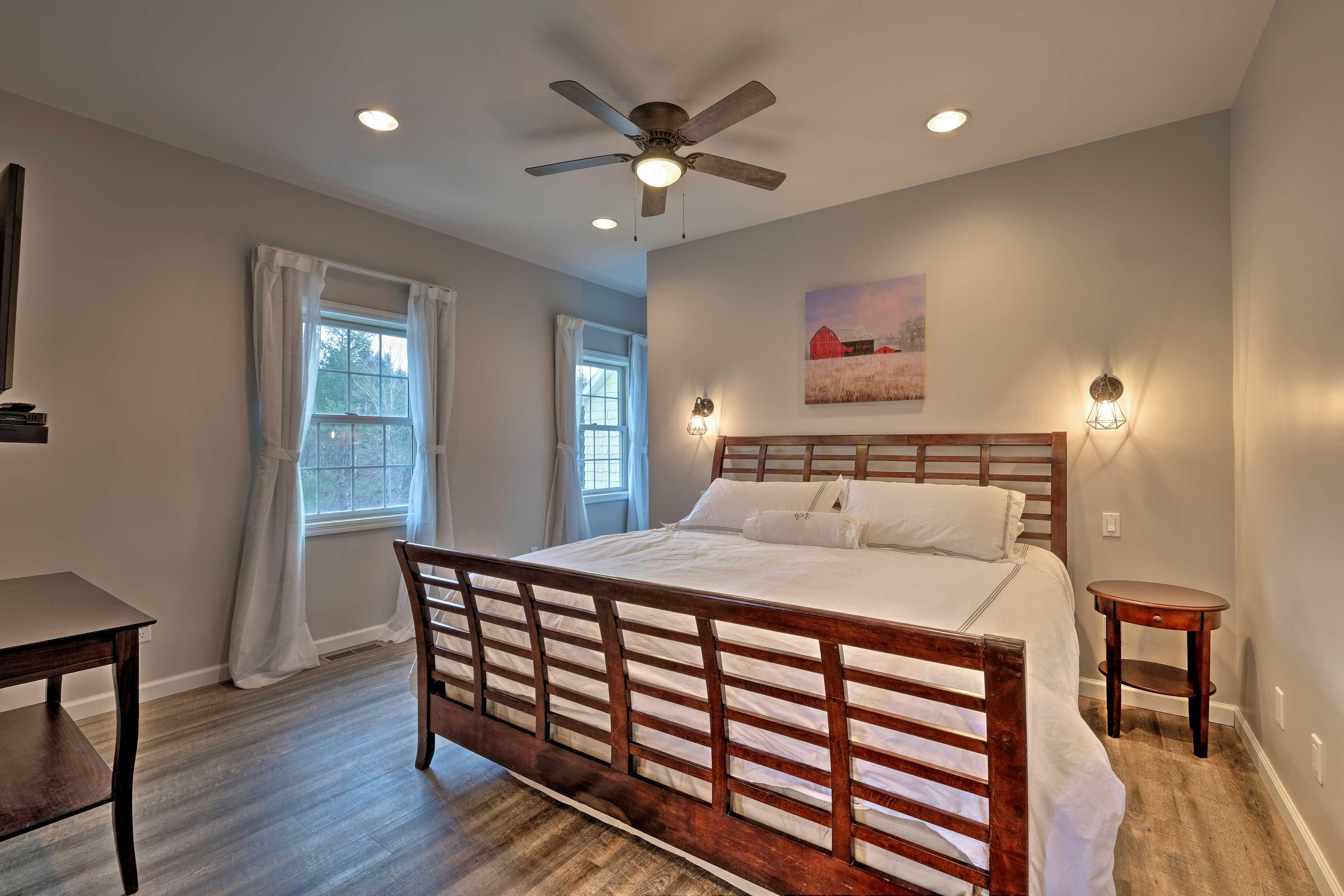 Bedroom 8: king bed, flat-screen TV