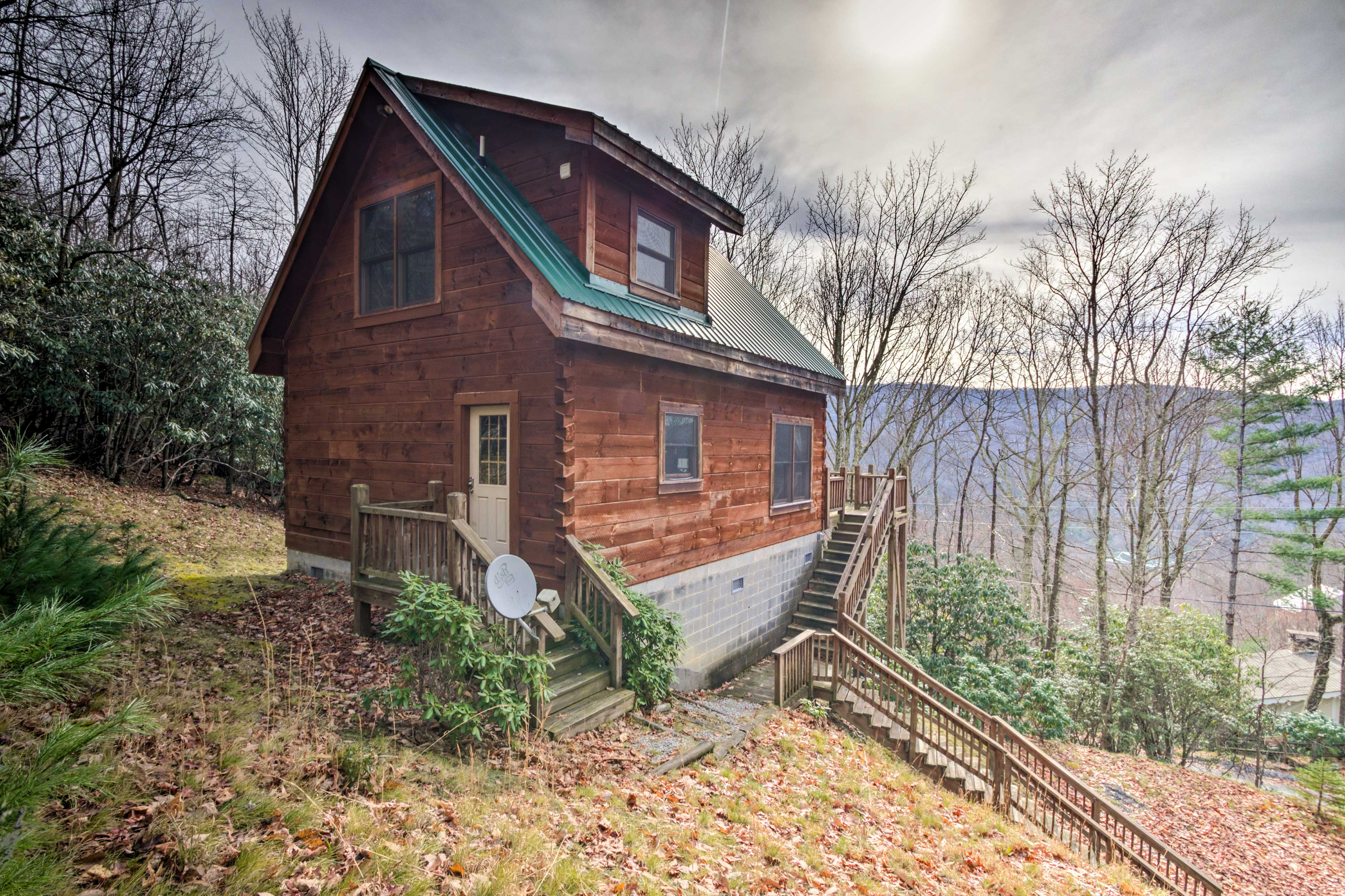 The 2-bedroom, 2-bathroom home accommodates 6 guests in a tranquil setting.