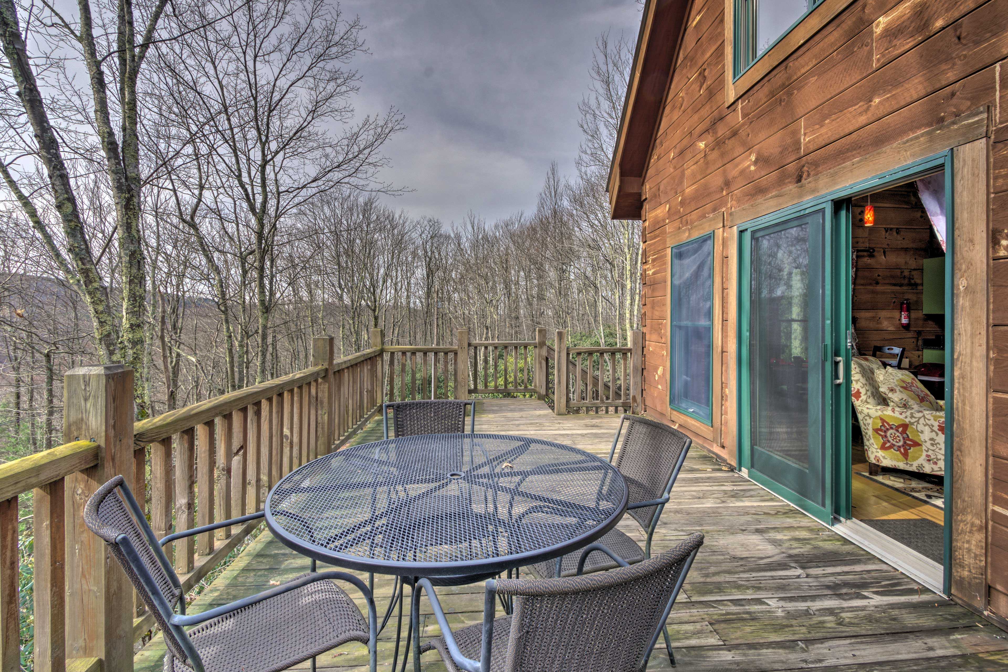Just through the sliding glass doors, a 4-person table rests on the deck!