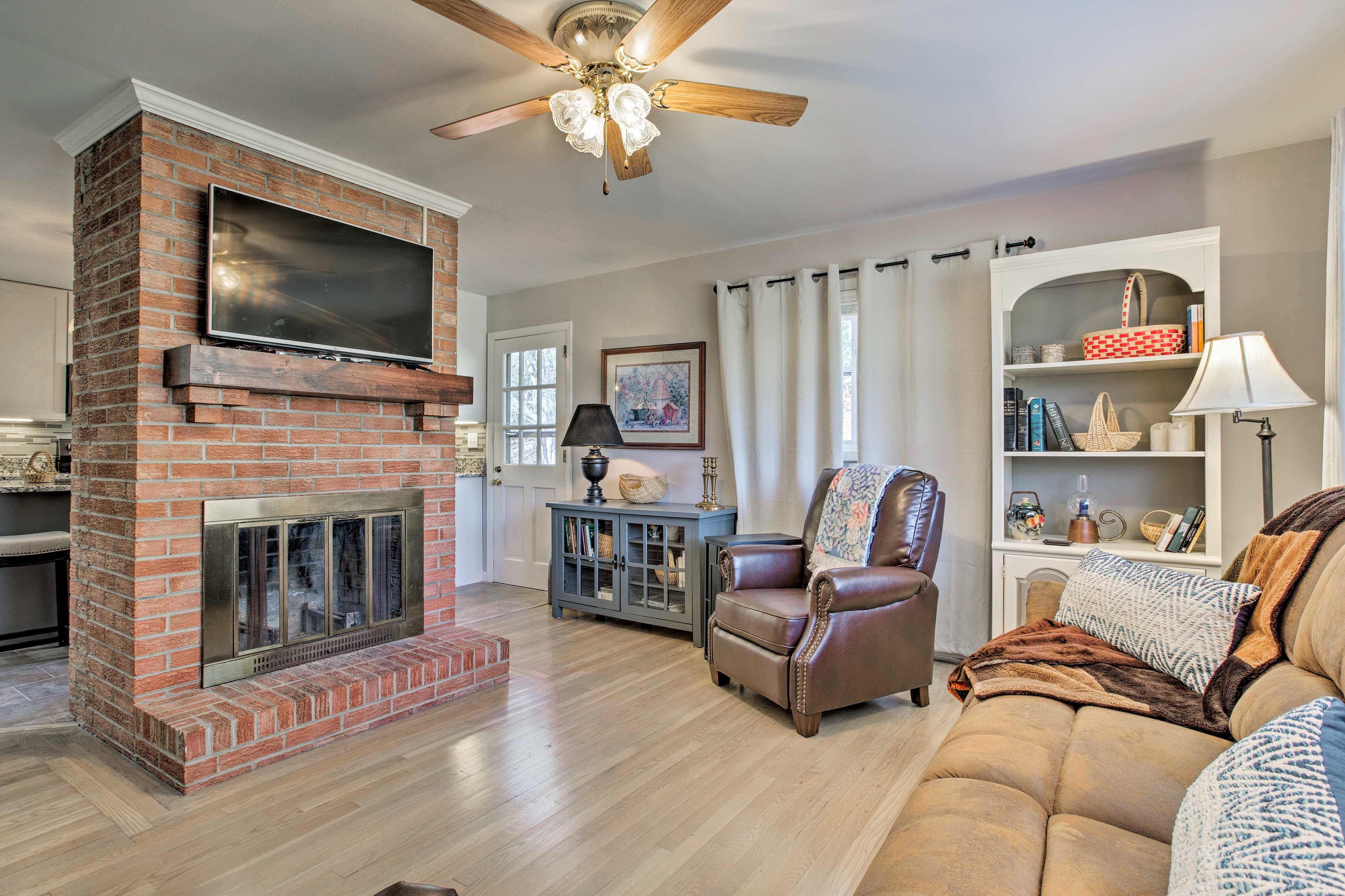 Enjoy over 1,000 square feet of freshly updated living space.