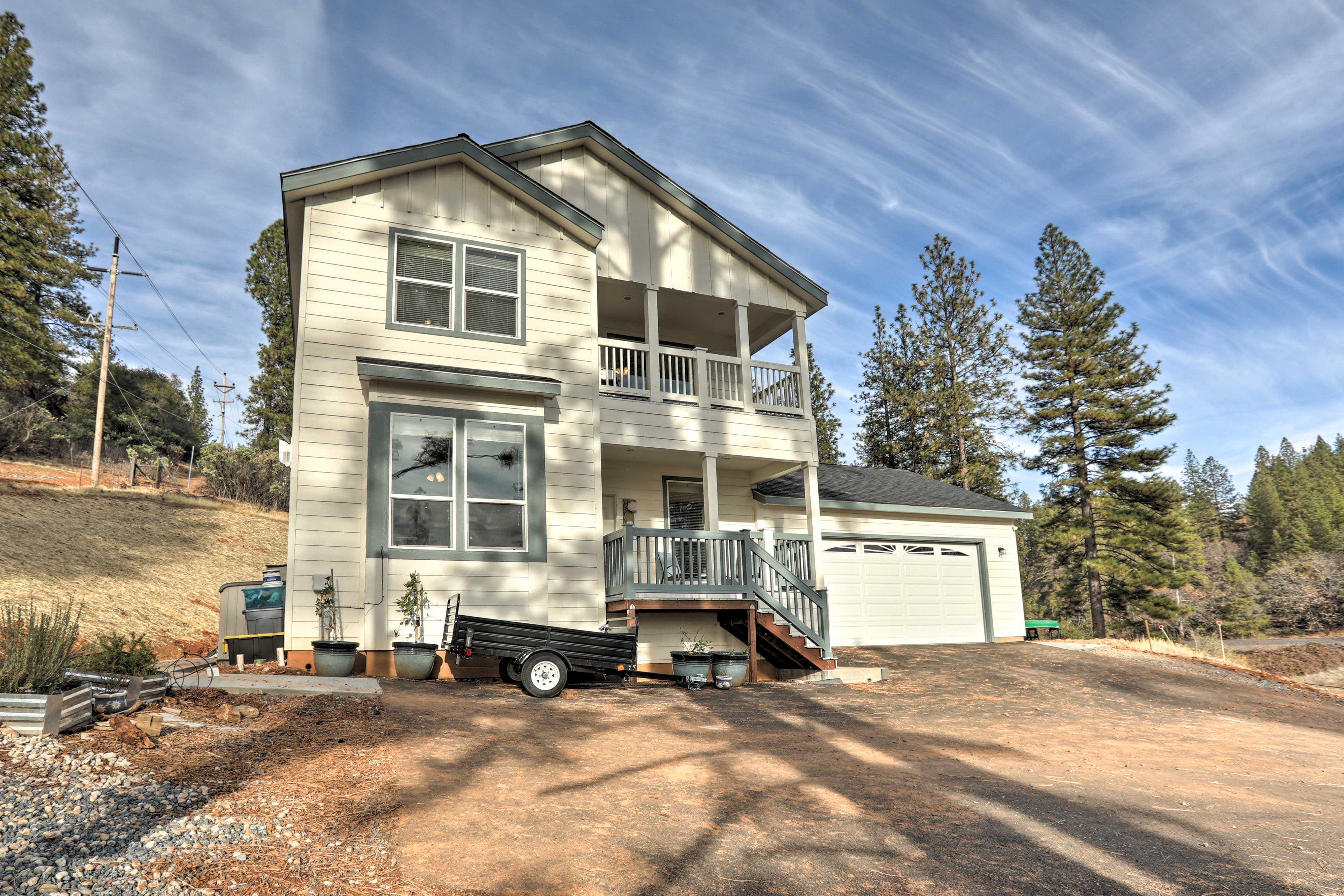 This Colfax home is perfect for large groups - sleeping up to 20!