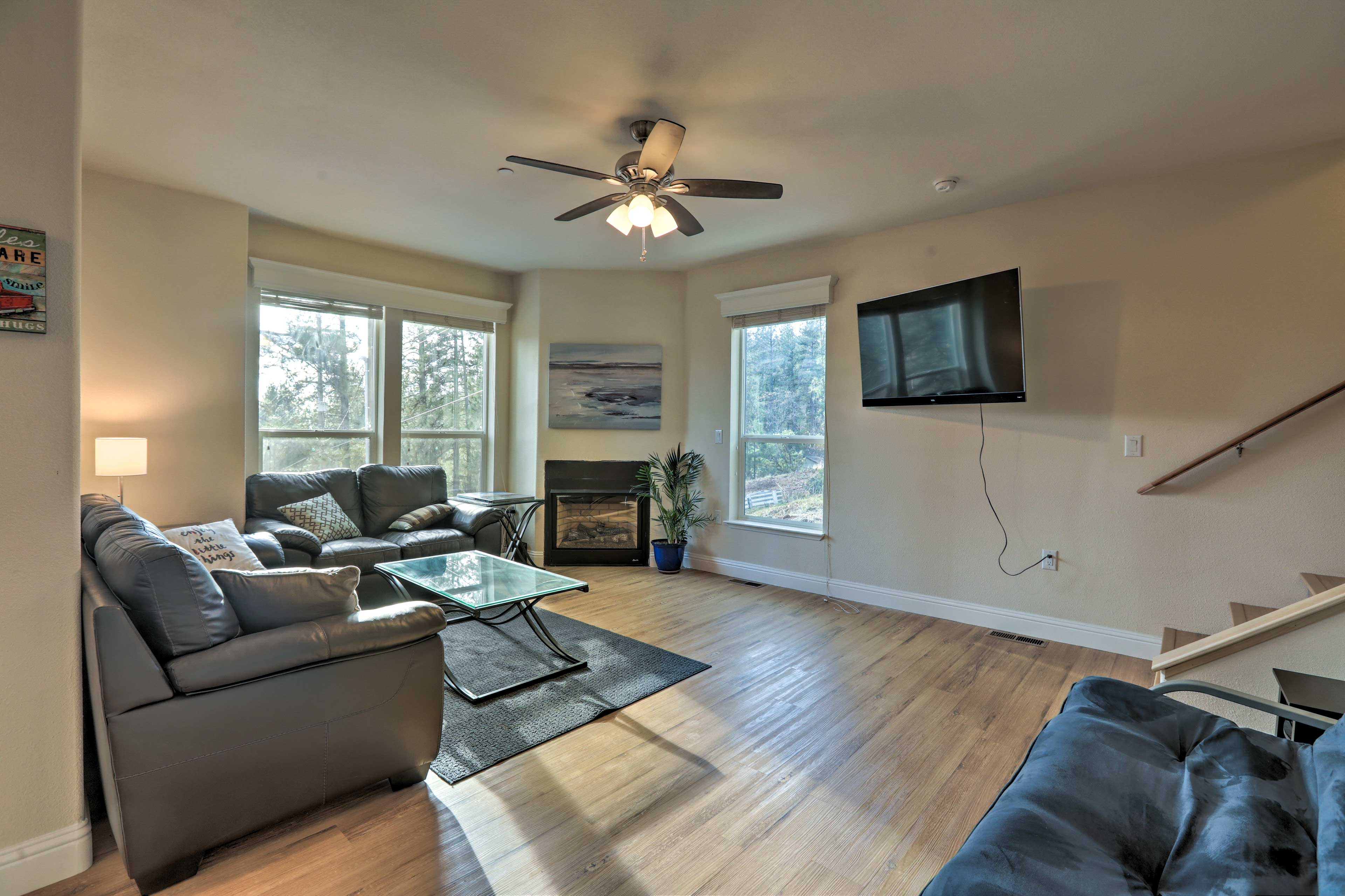 With 5 bedrooms and 3.5 bathrooms, everyone is sure to be comfortable.