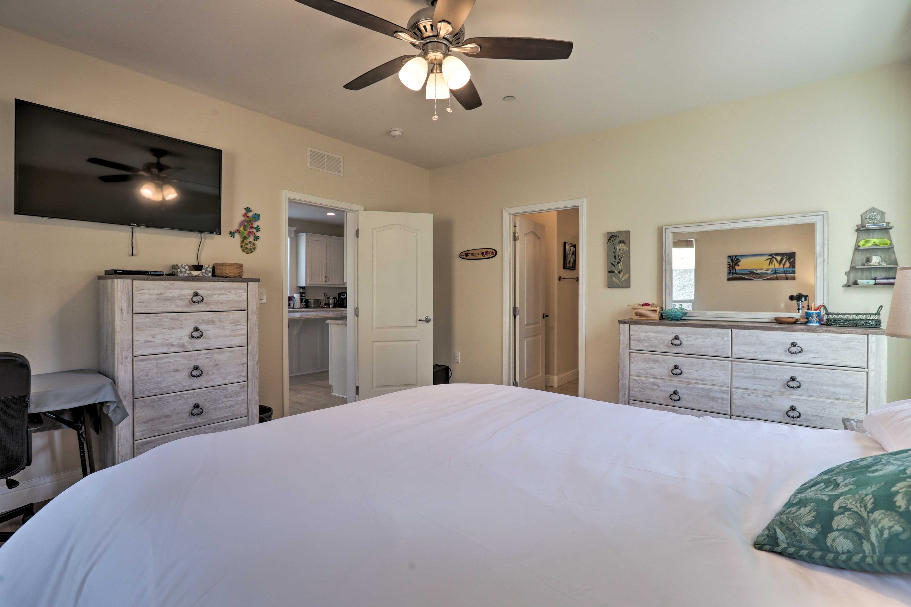 This master bedroom offers a king bed, flat-screen TV, and en-suite bath.