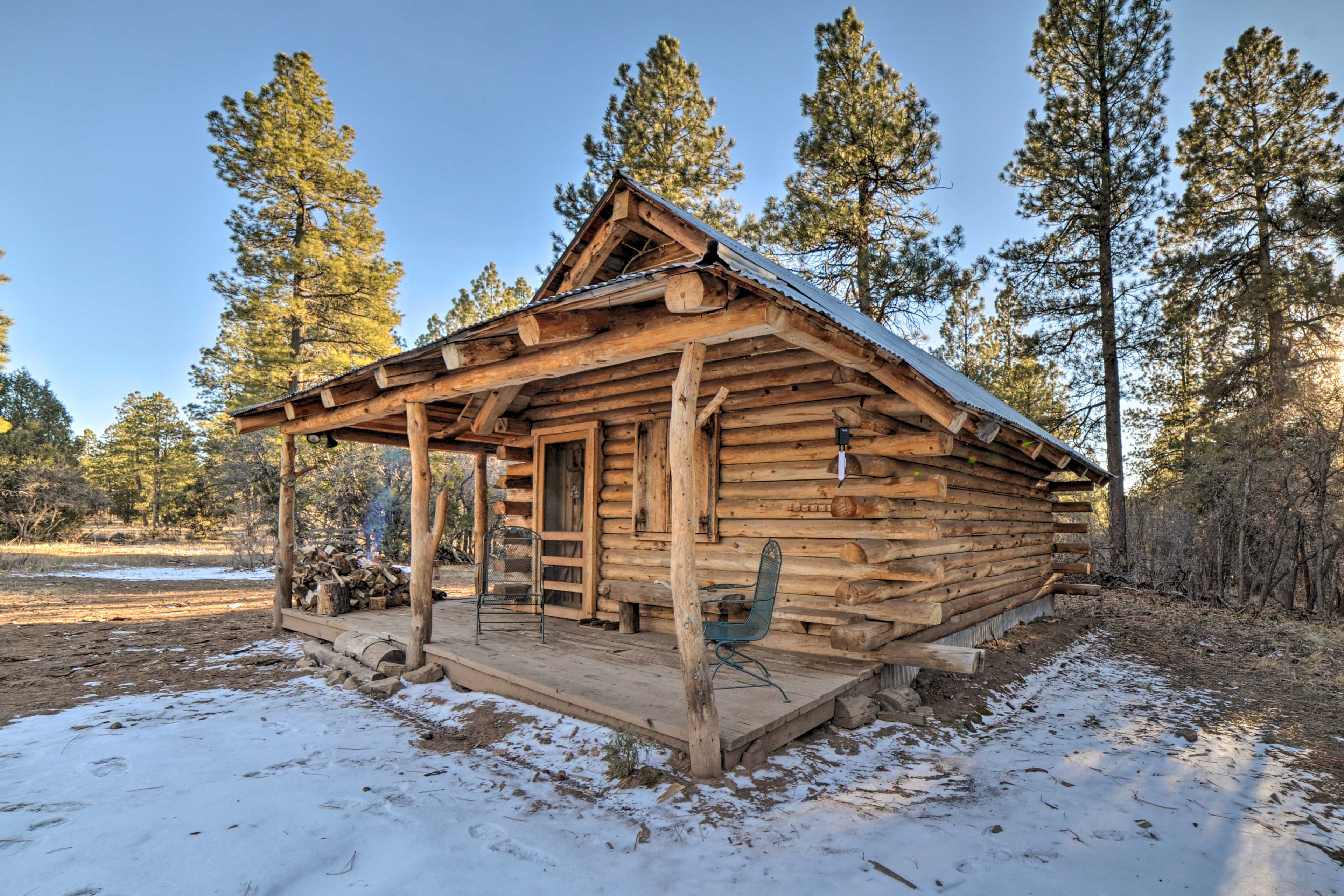 This quaint cabin accommodates up to 5 guests.