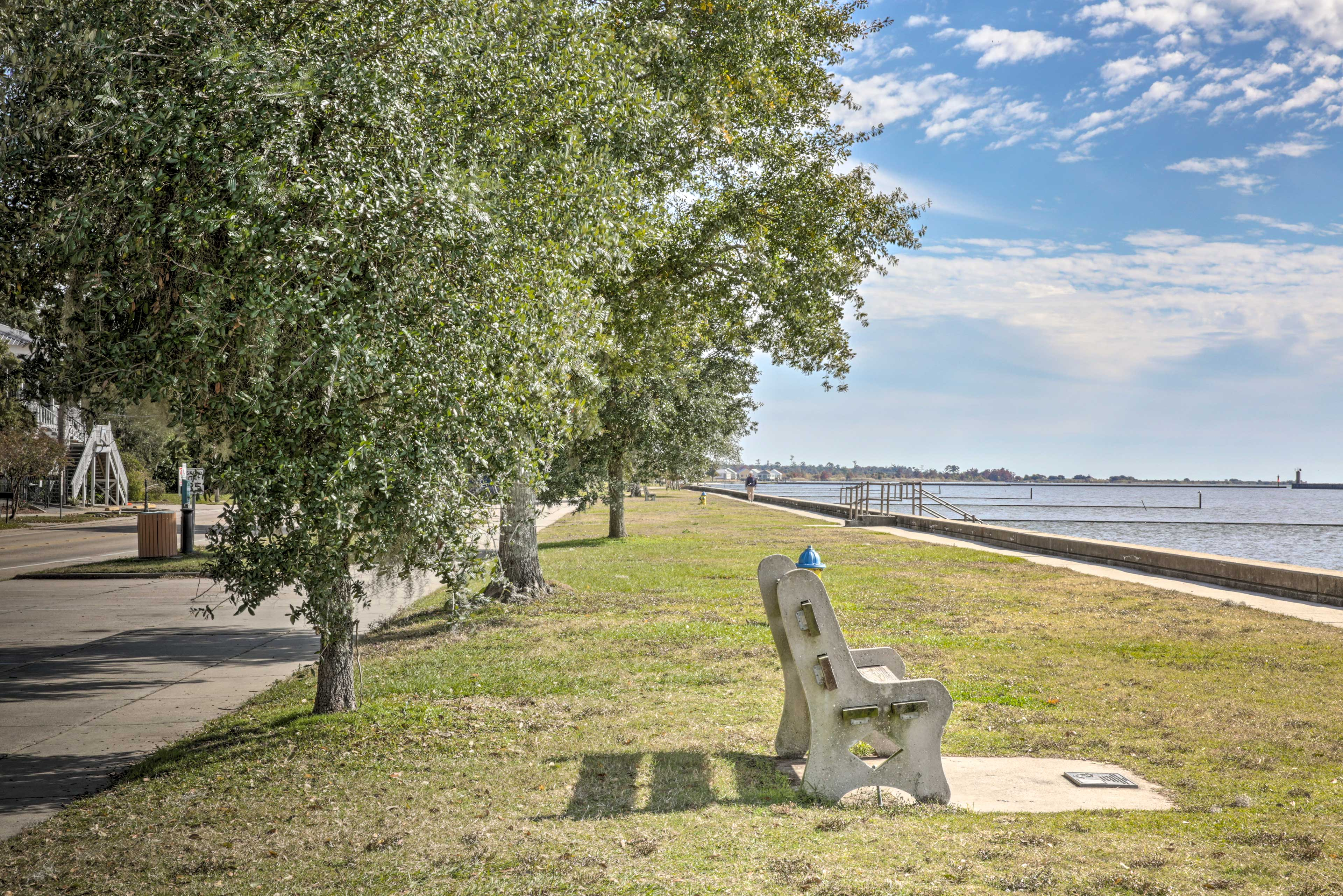 Walk just 2 blocks to reach the serene North Shore of Lake Pontchartrain.