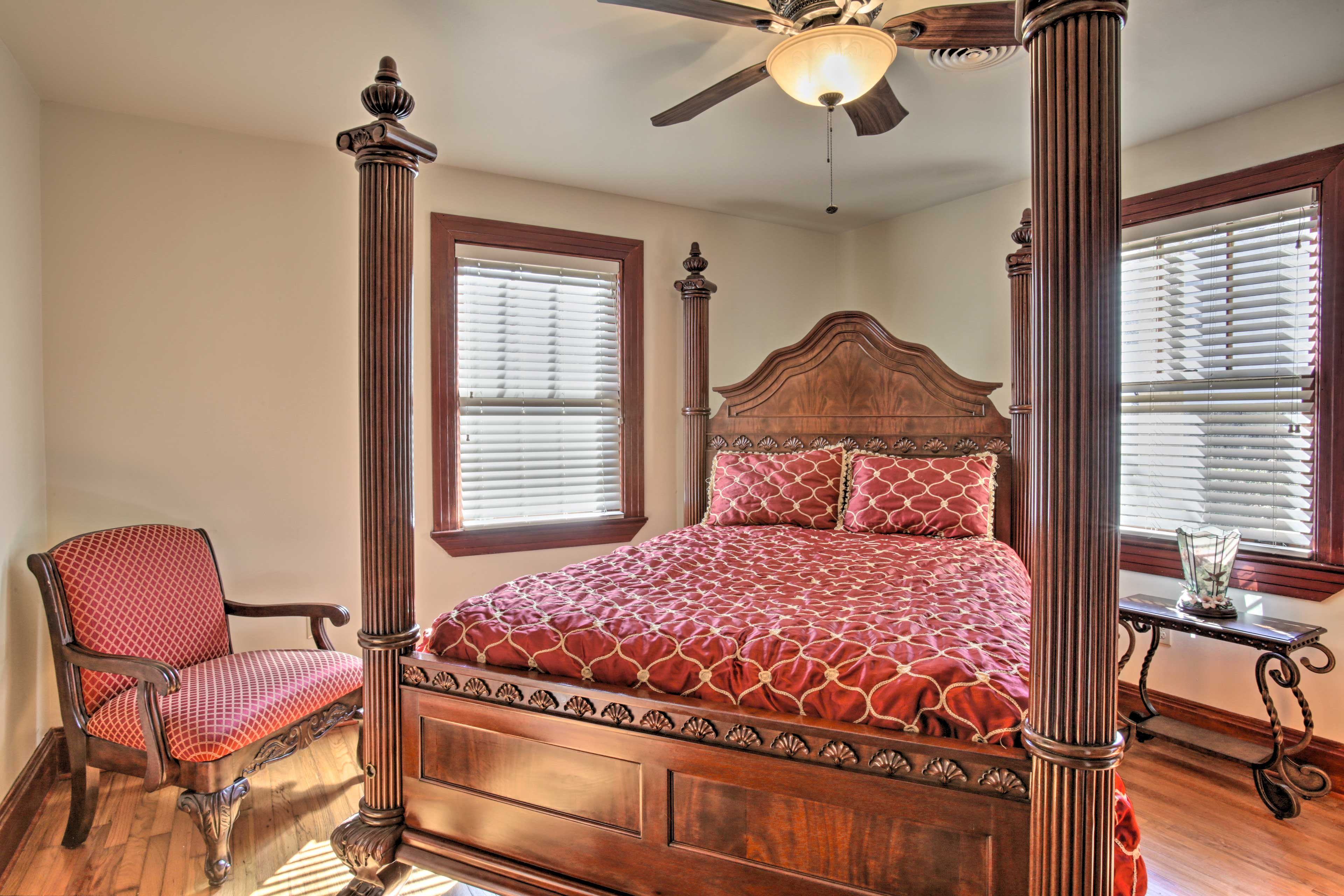 You'll feel royal and relaxed when you settle into this 4-poster bed.