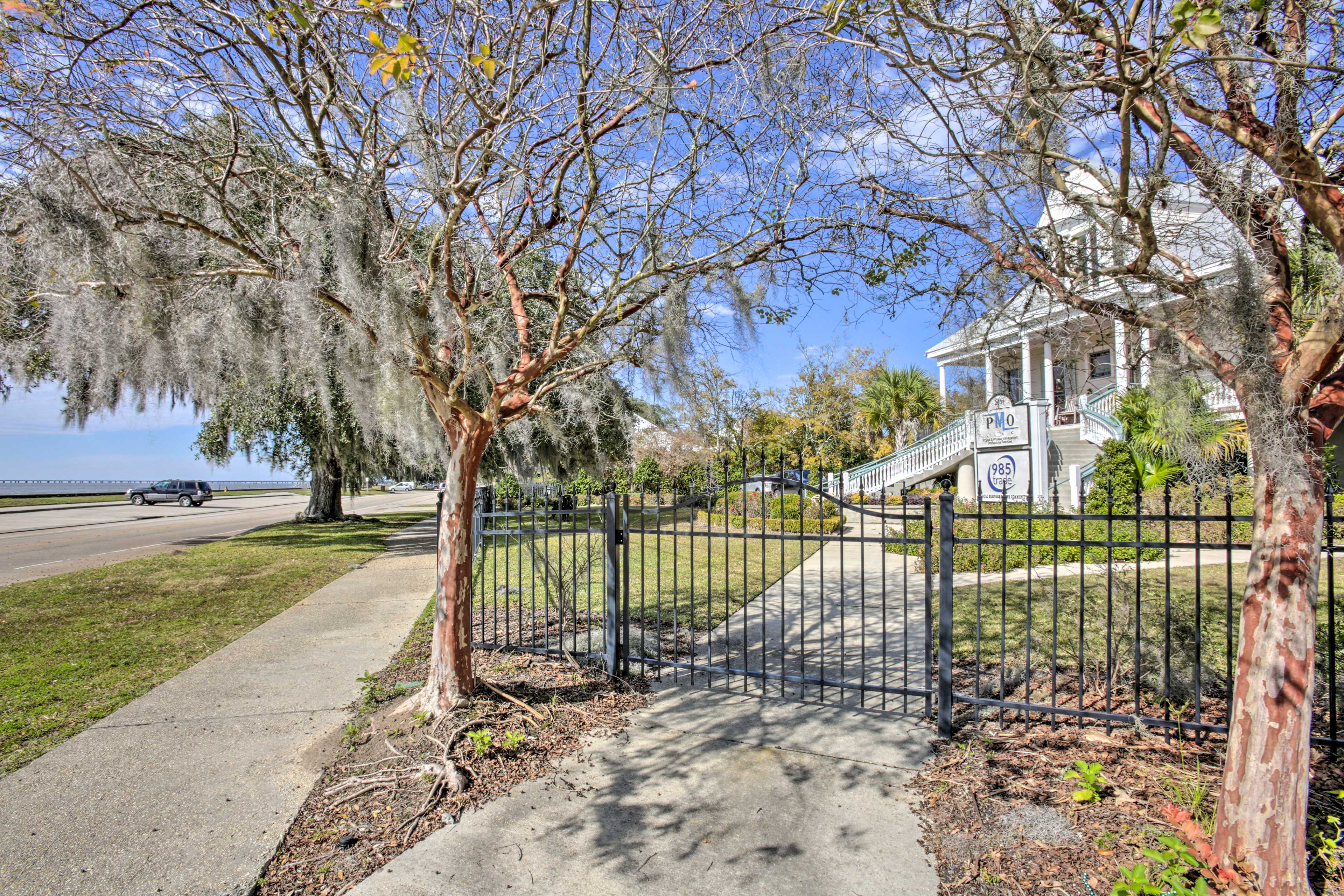 You're just a quick 2 blocks from the North Shore of Lake Pontchartrain!