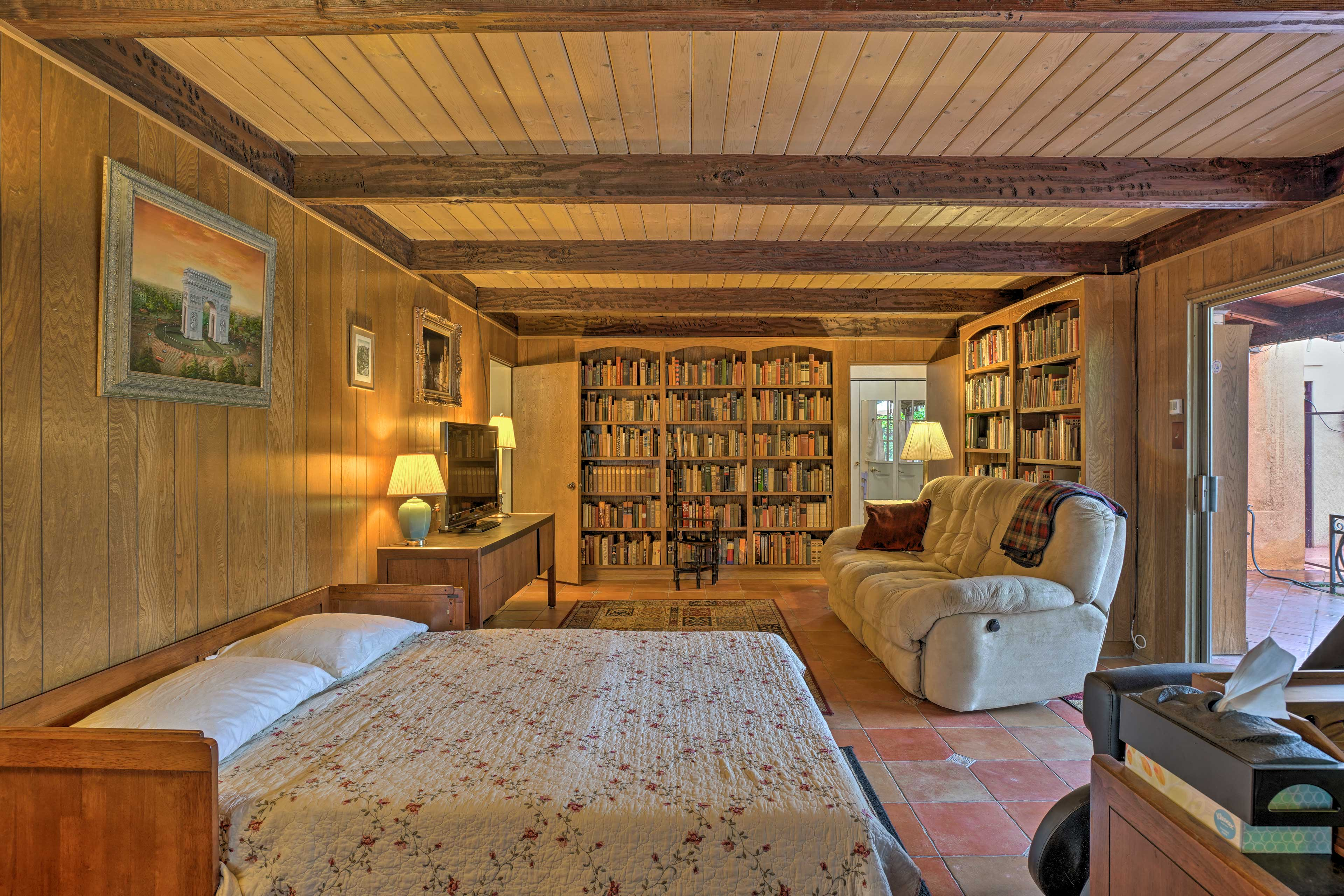 You'll find a queen bed and tons of entertainment in the library.