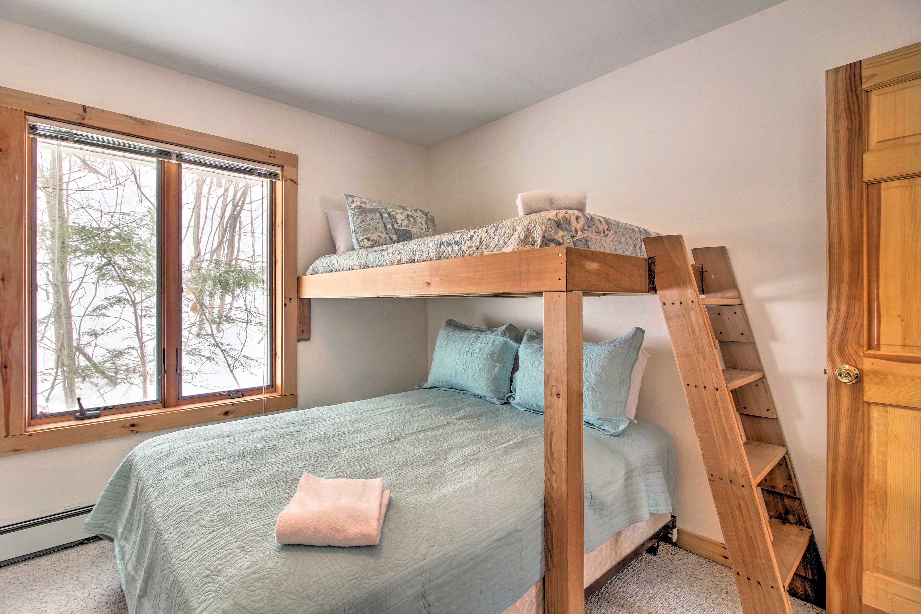 This room sleeps 3 in a twin/full bunk bed.
