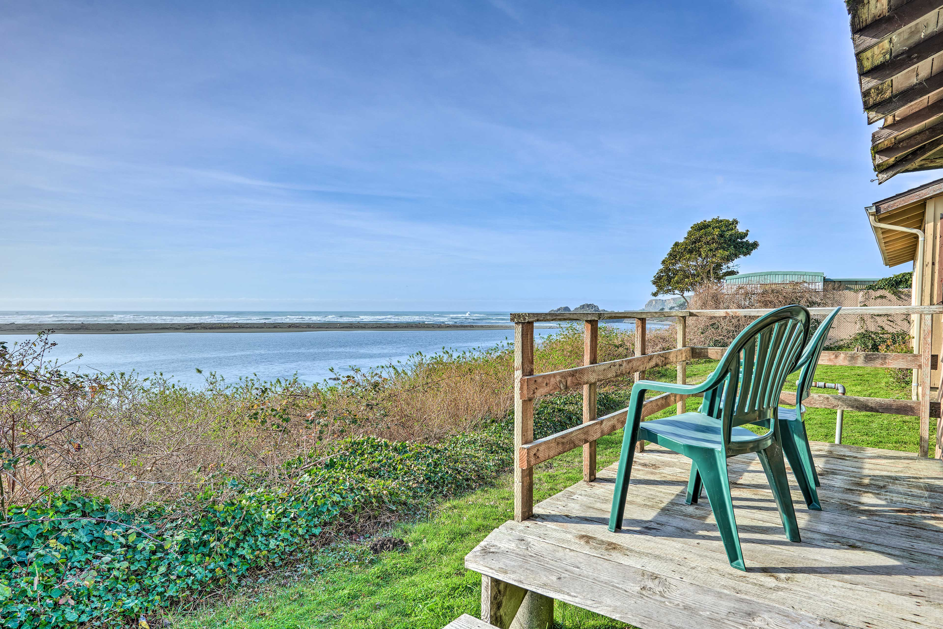 Enjoy the beauty of the Pacific coast at this 2-bedroom, 1-bathroom home.