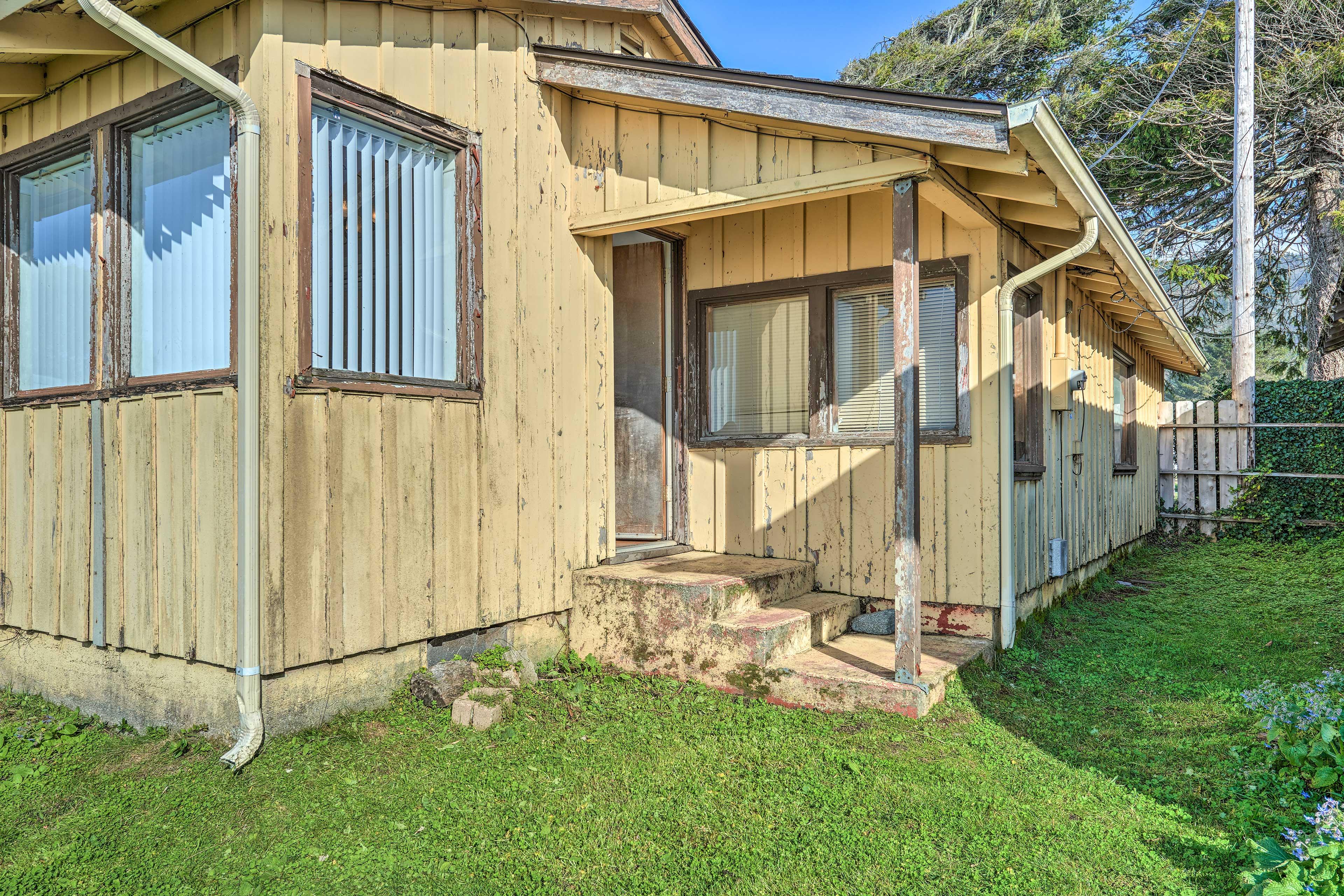Unwind in this rustic-yet-comfortable 2-bedroom, 1-bathroom vacation rental.