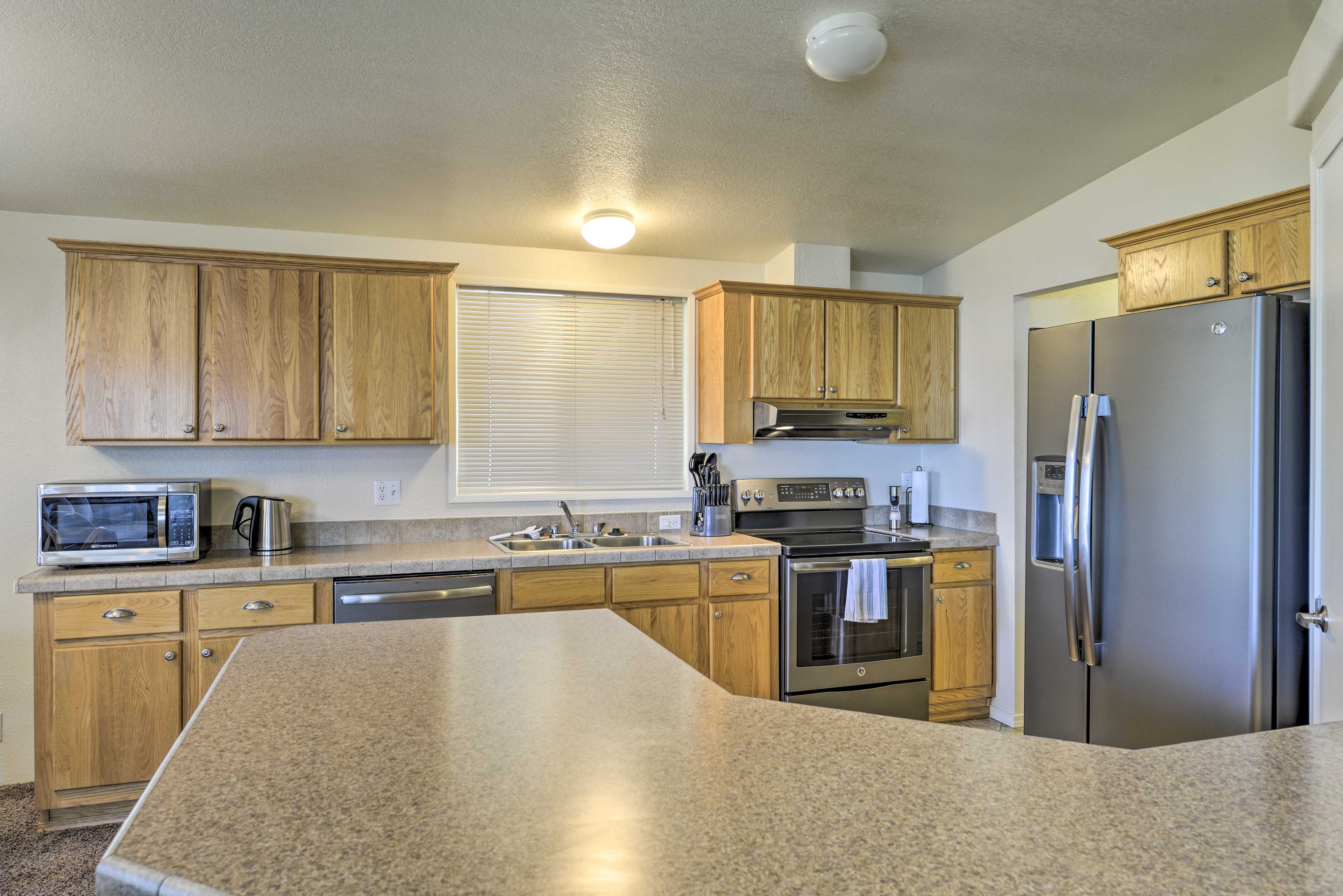 Whip up a 5-star feast with the stainless steel appliances.