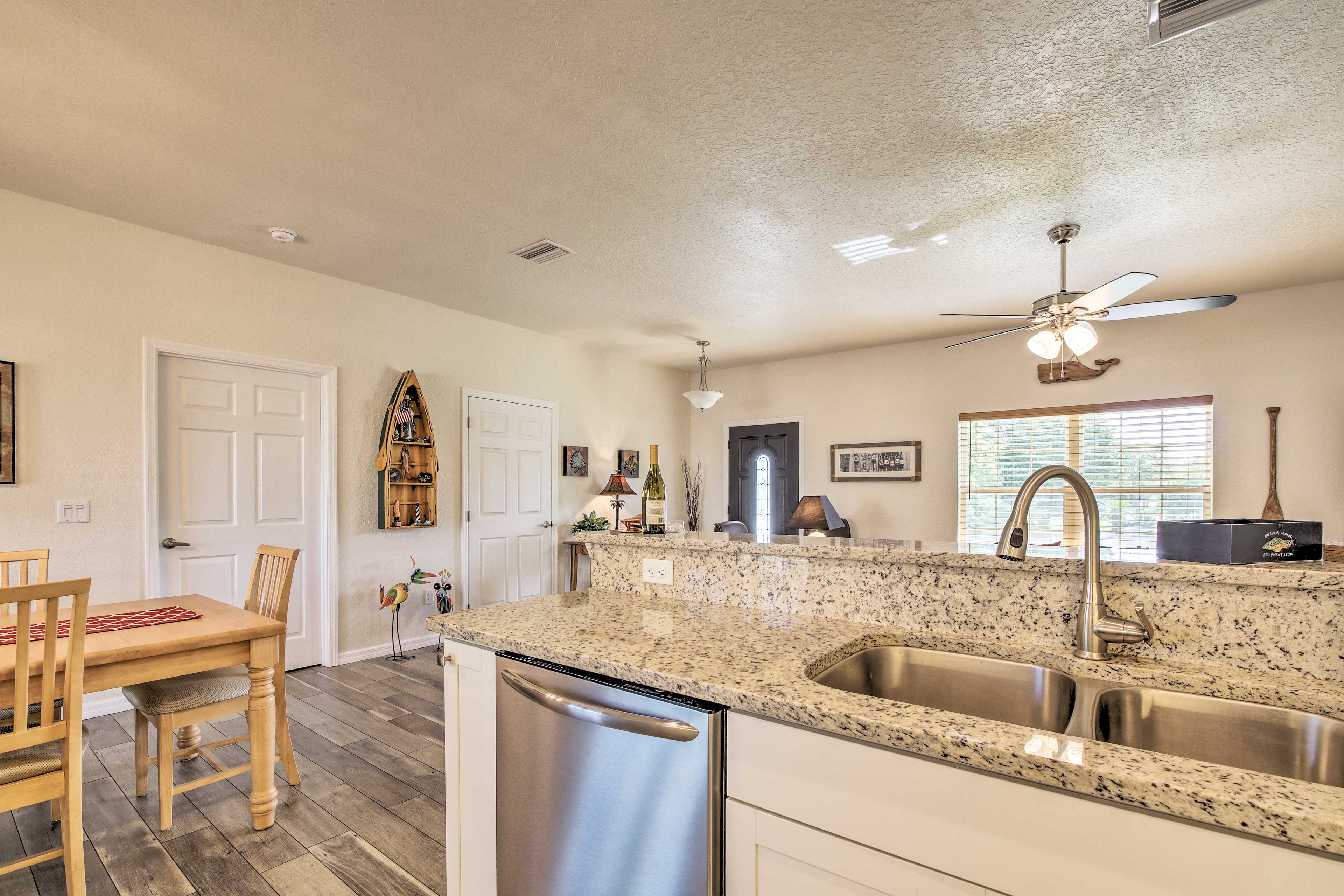 Cooking will be a breeze in this fully equipped kitchen!