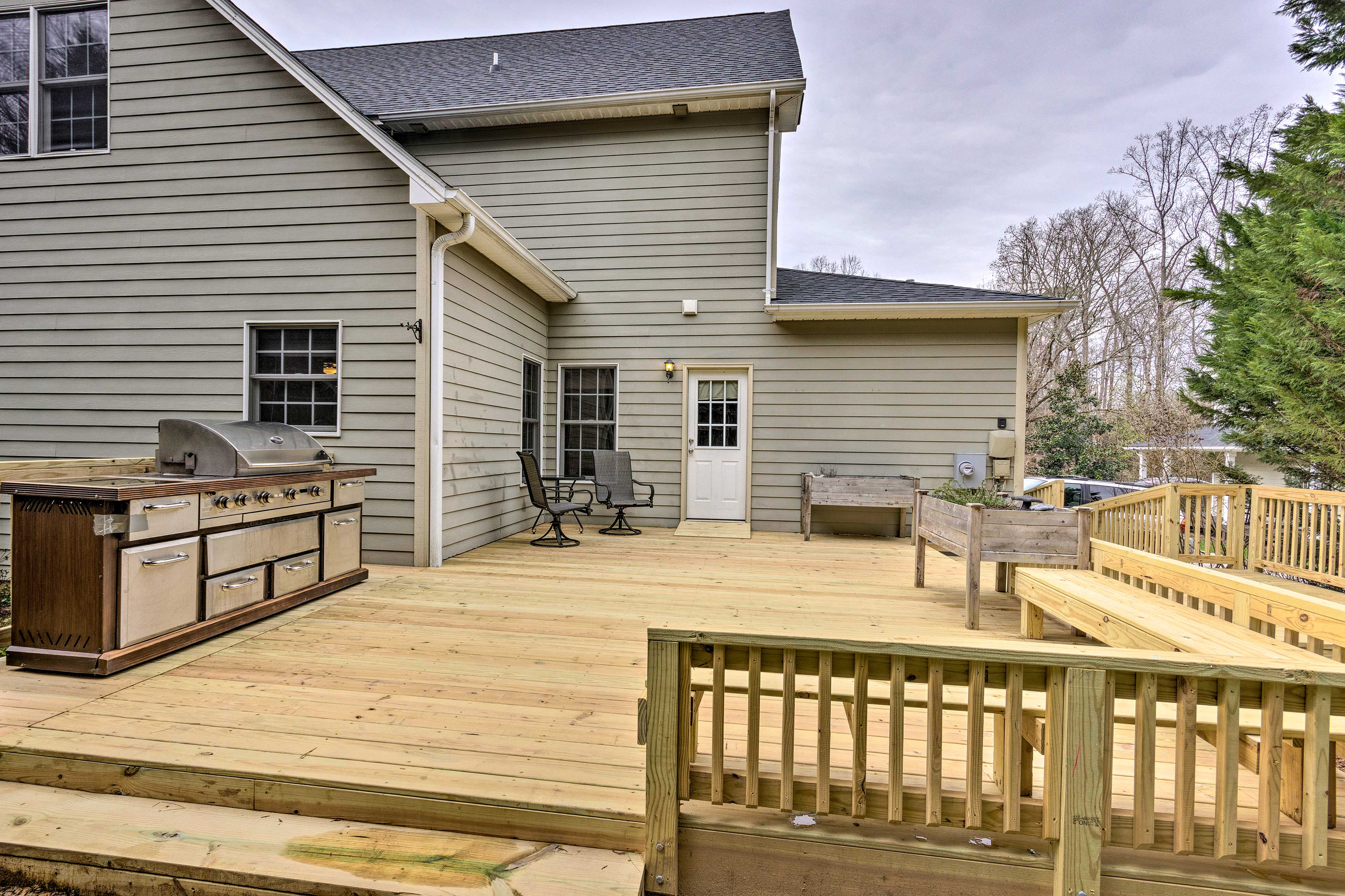 This property boasts a backyard with a deck and gas grill!