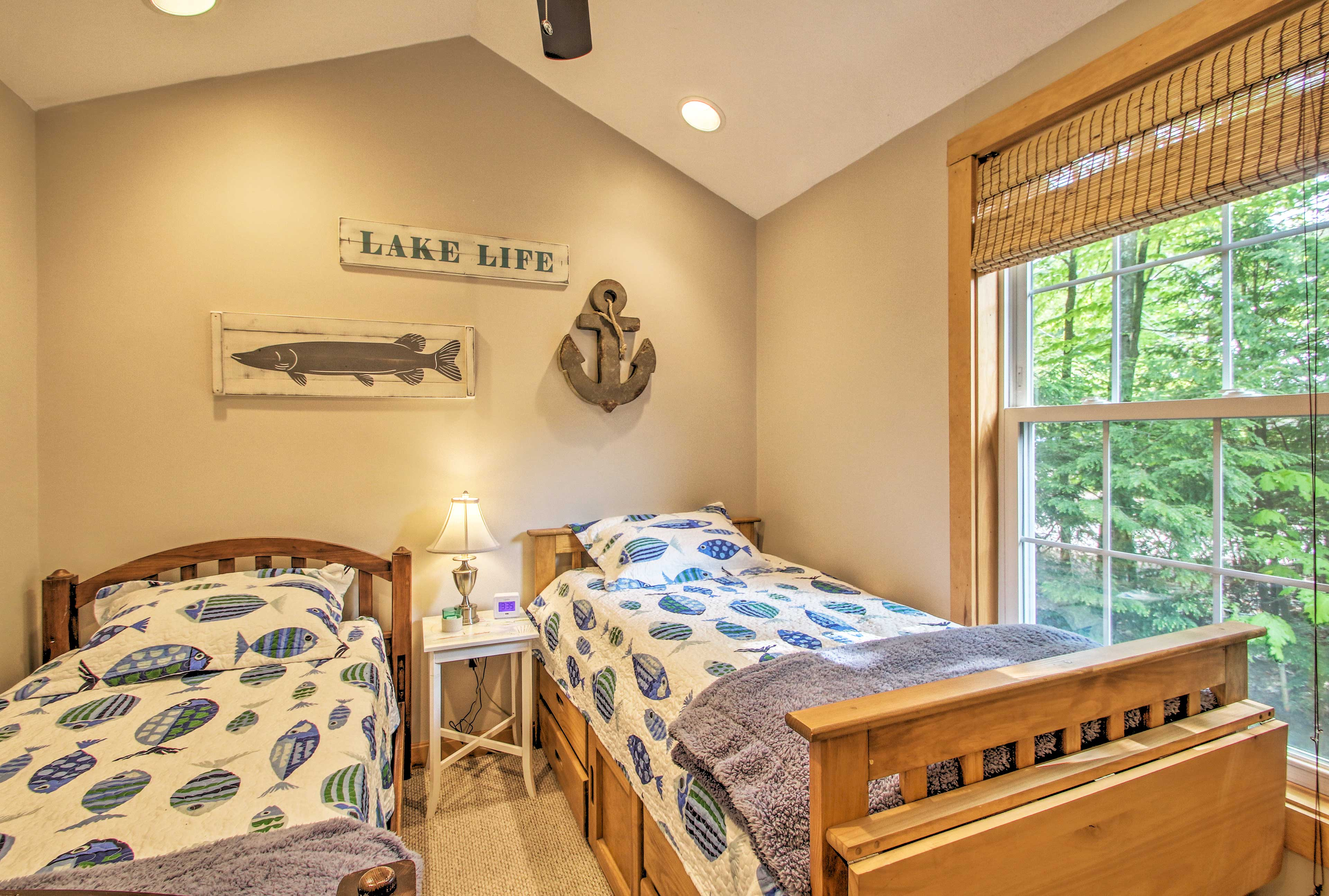 You'll find a set of twin beds in this room.