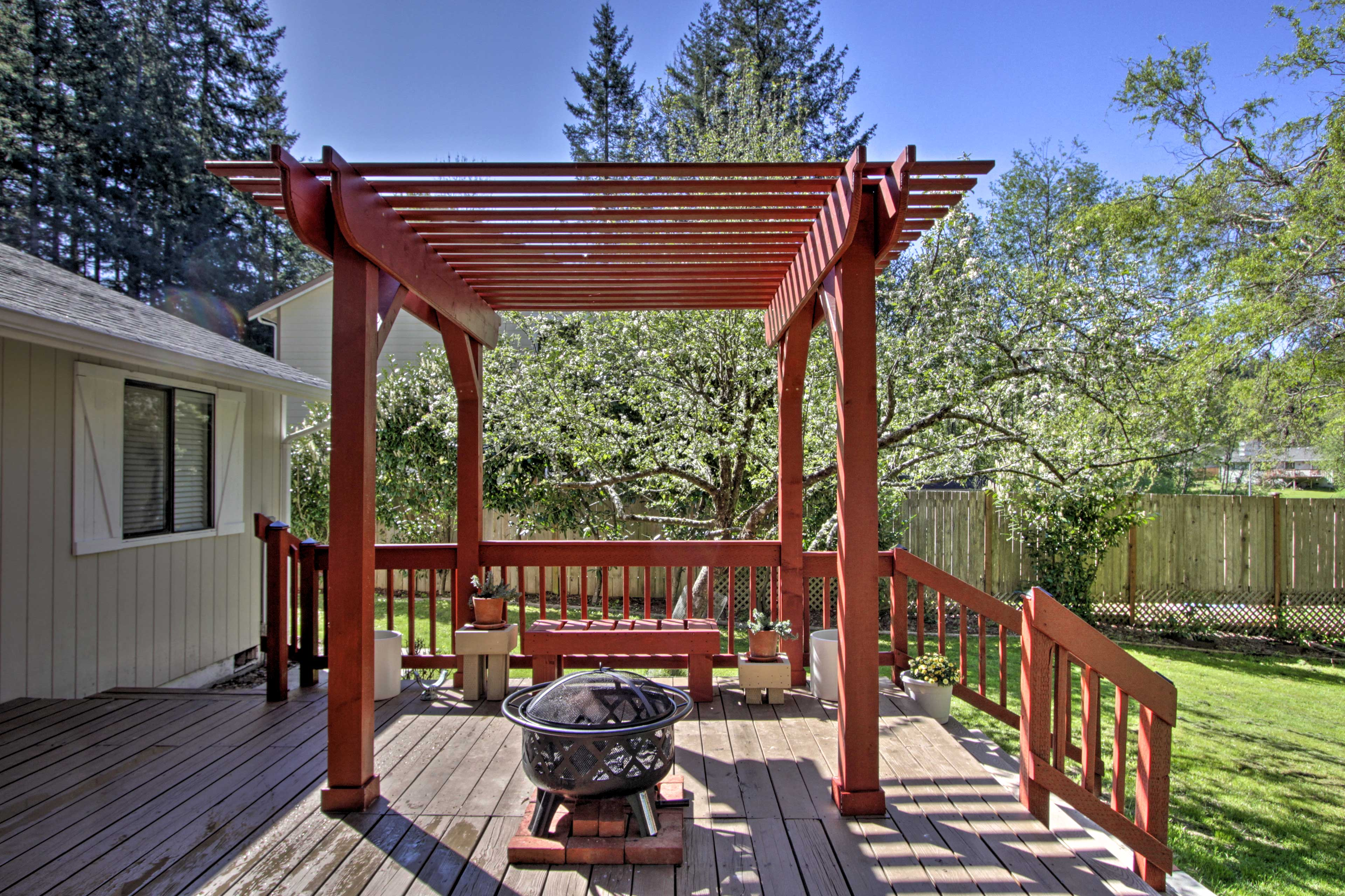 Gather around the pergola fire pit to end your night.