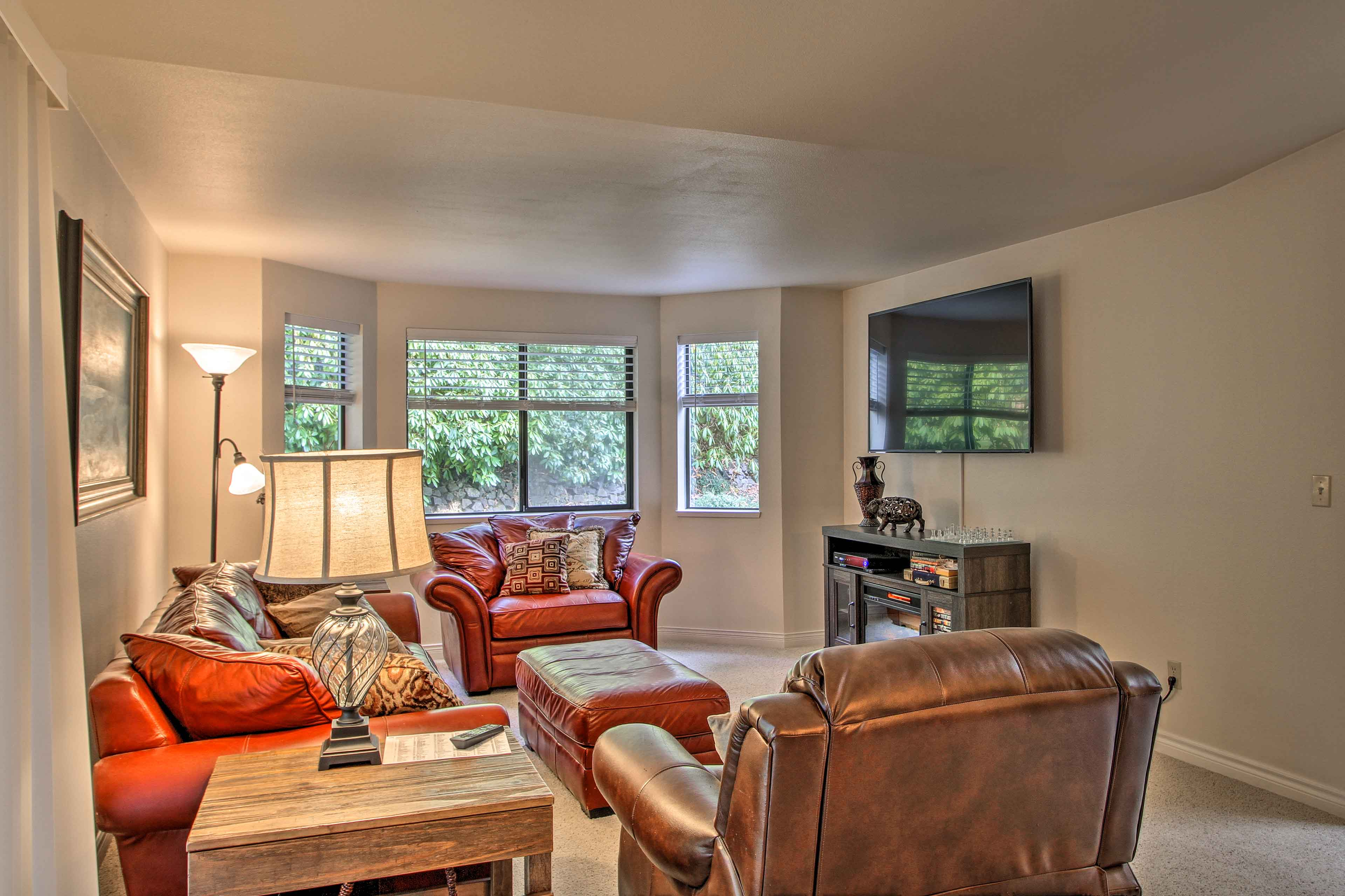 This cozy home features 3 bedrooms, 2 baths, and room for 6.