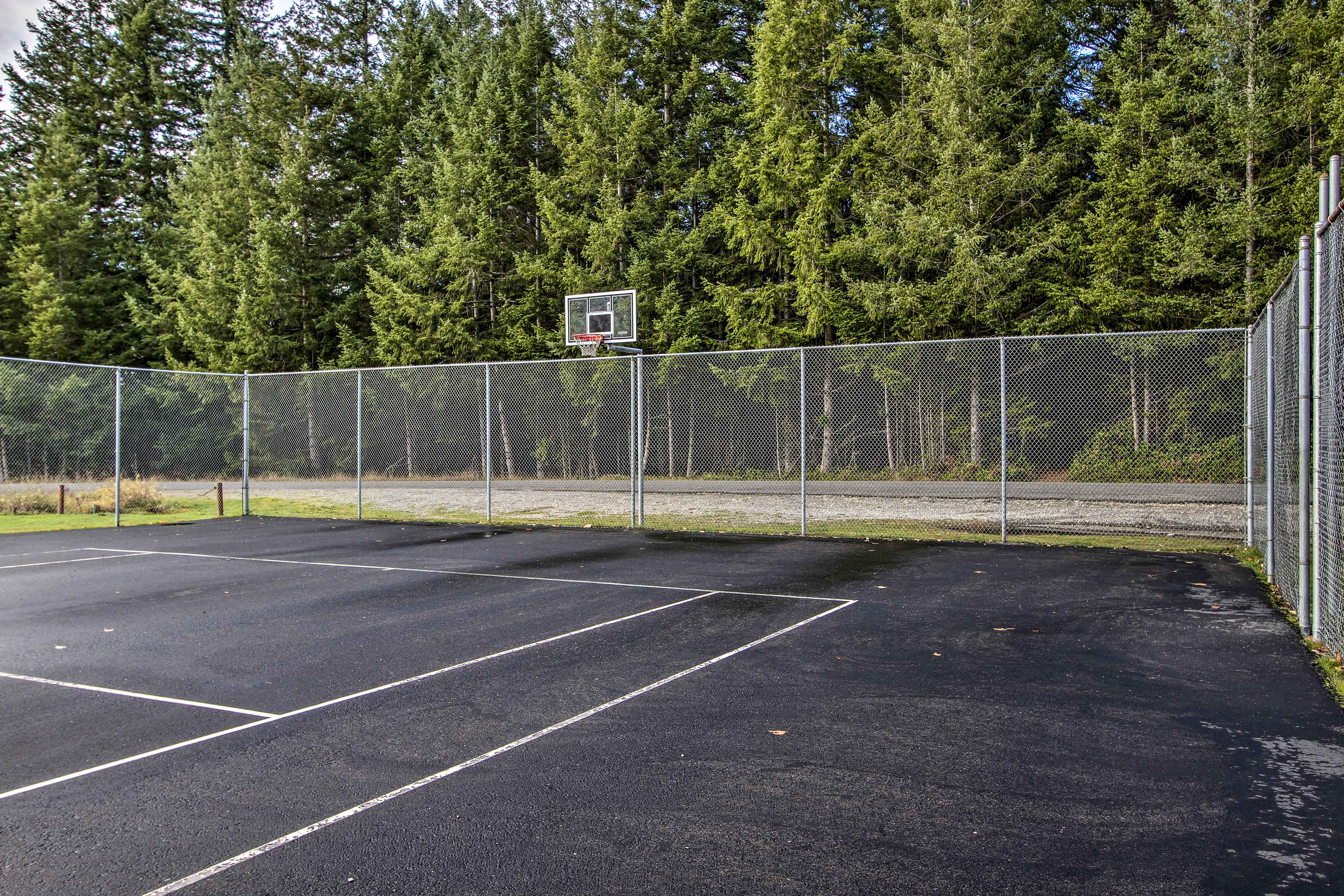 Check out the community tennis and basketball courts!