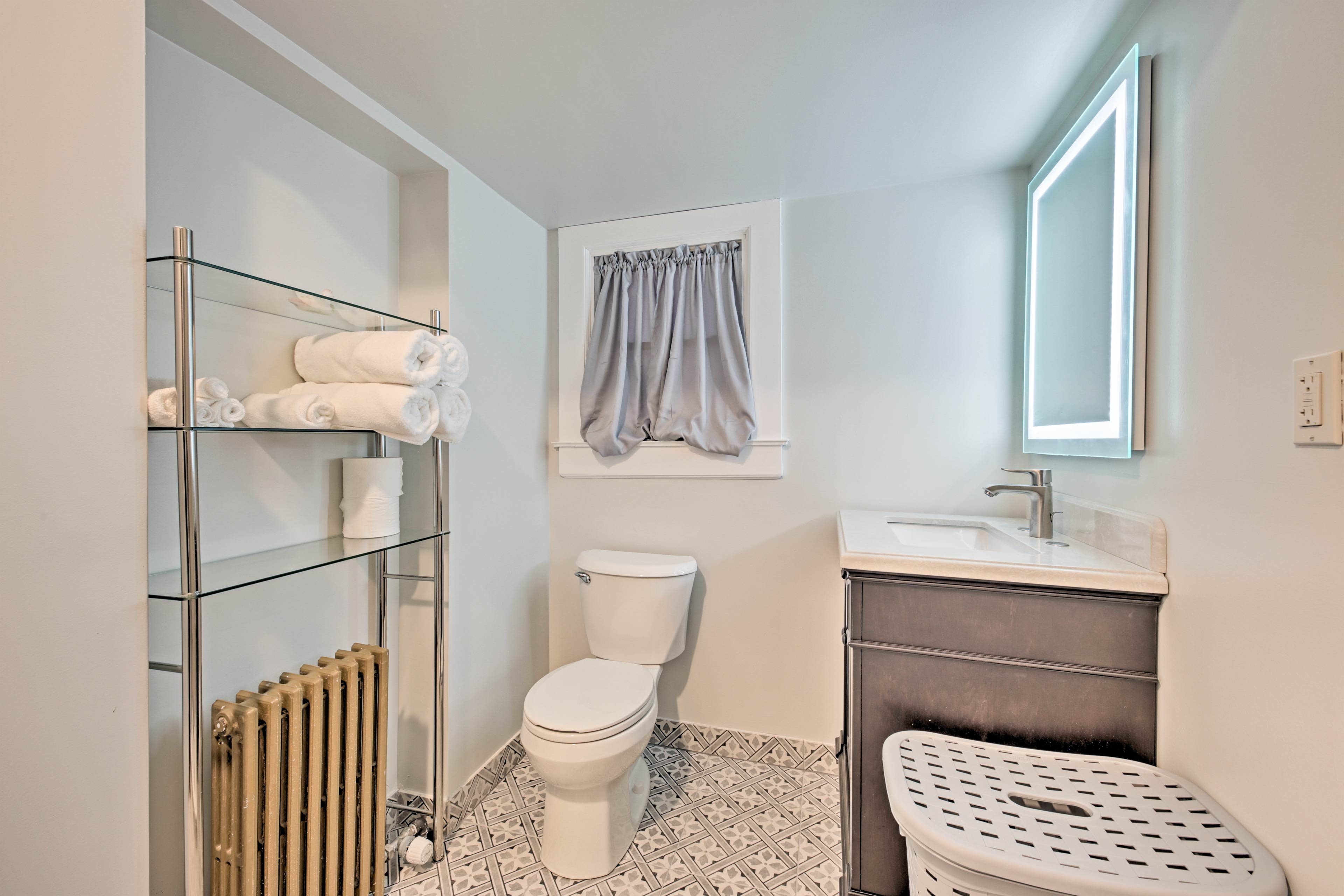 Enjoy the convenience of complimentary towels and linens.