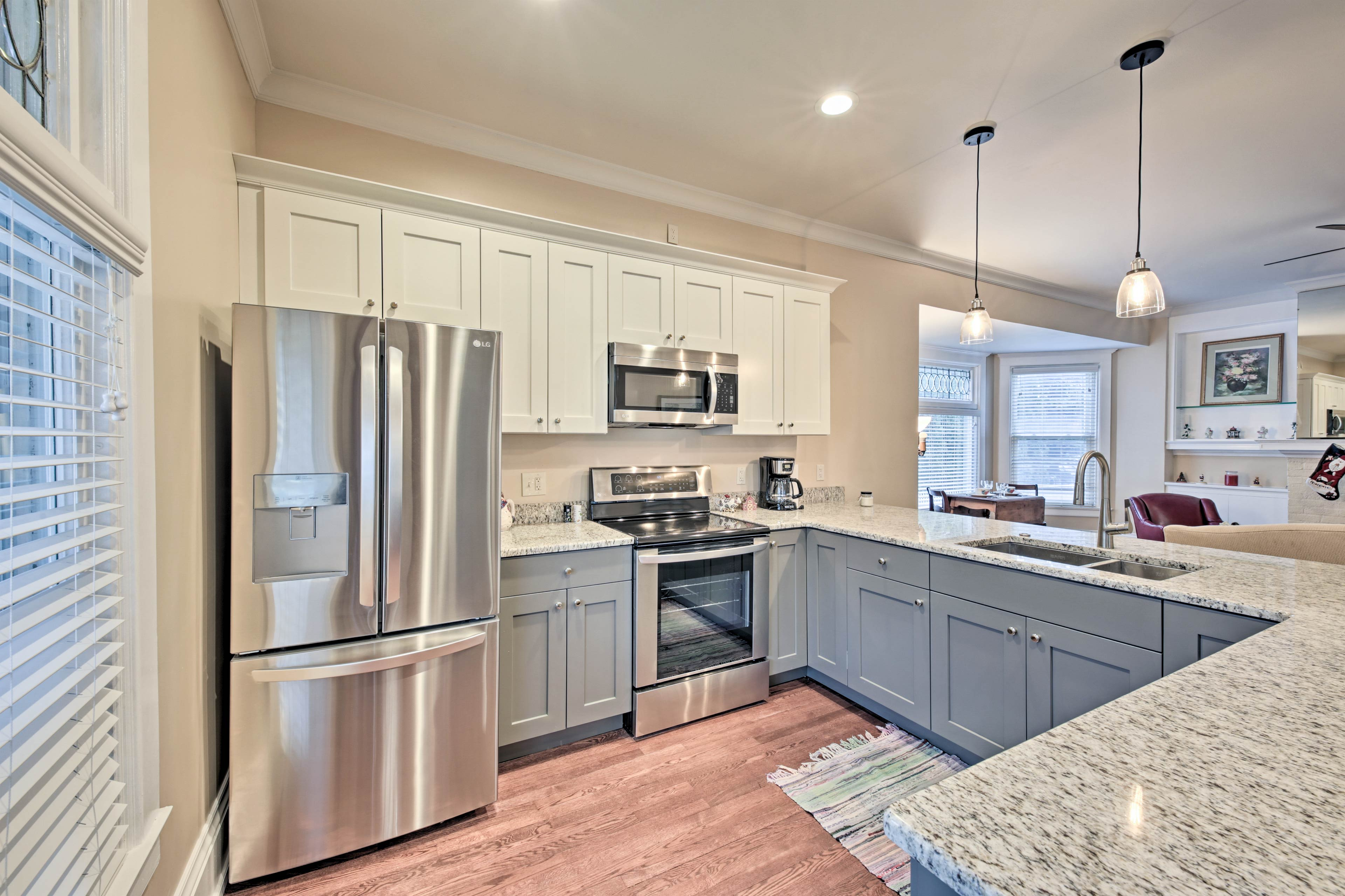 Enjoy modern amenities in this recently renovated vacation rental for 7.