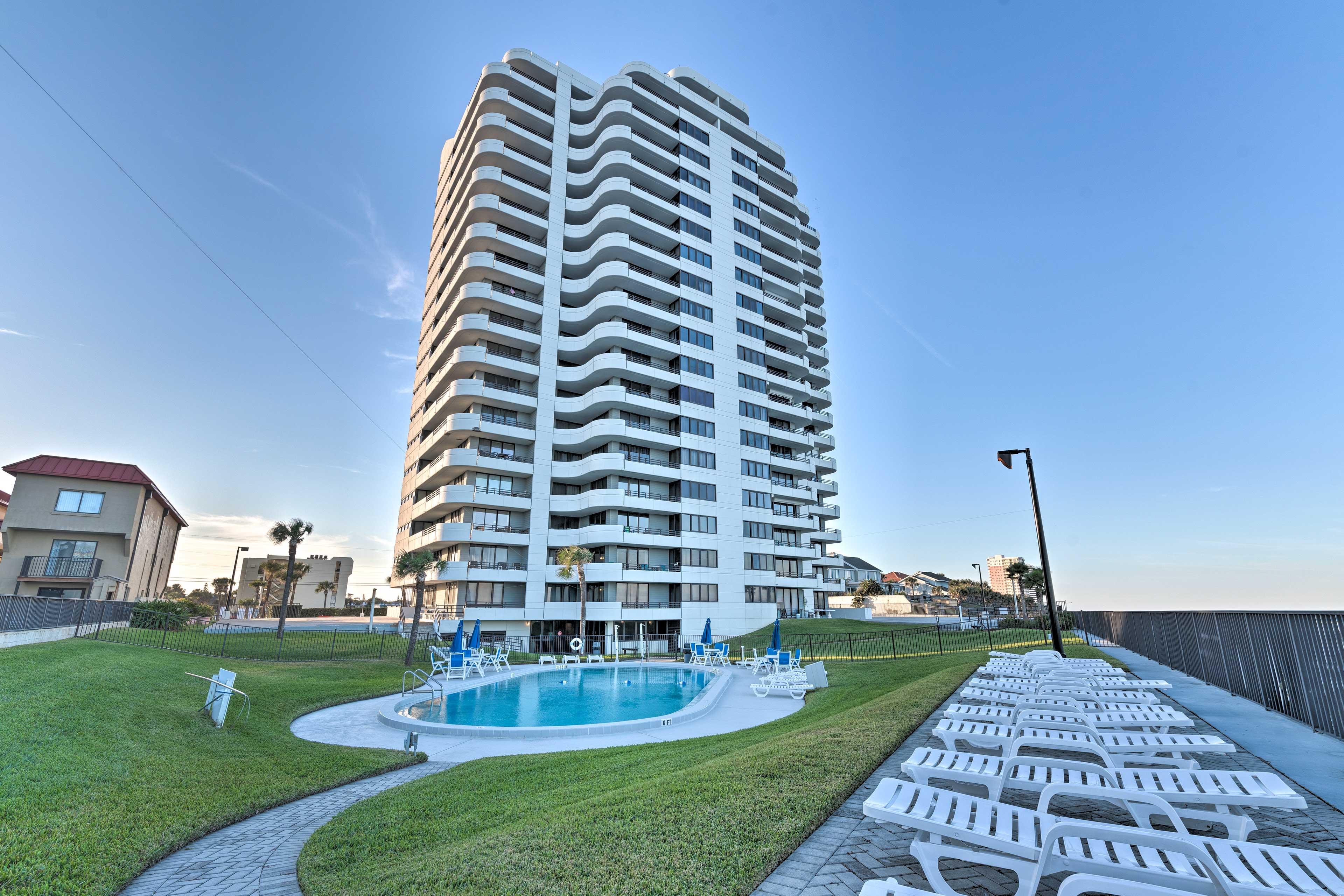 Your stunning Daytona Beach getaway awaits at Horizons Condominiums.