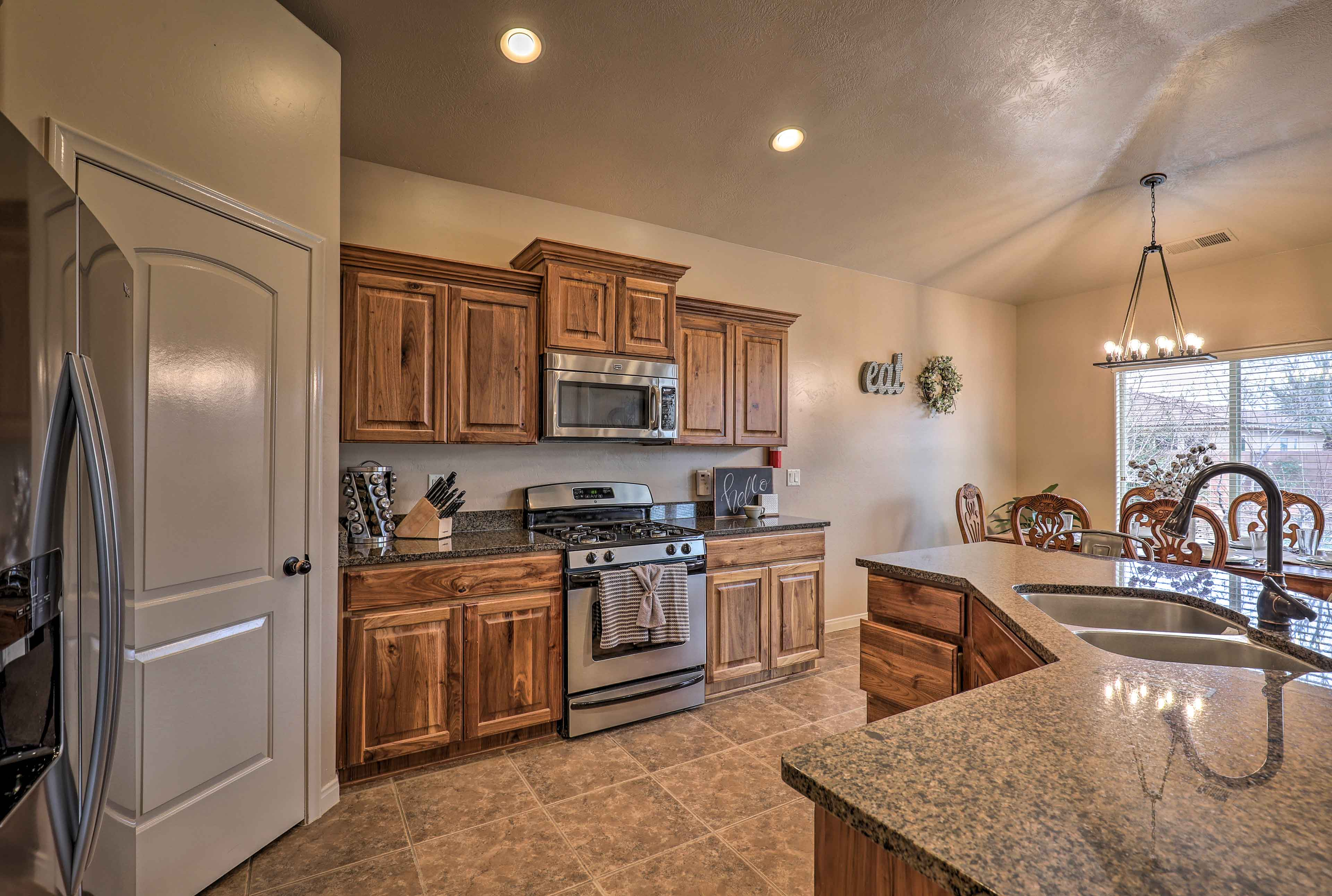 Cooking in this kitchen is effortless with stainless steel appliances!