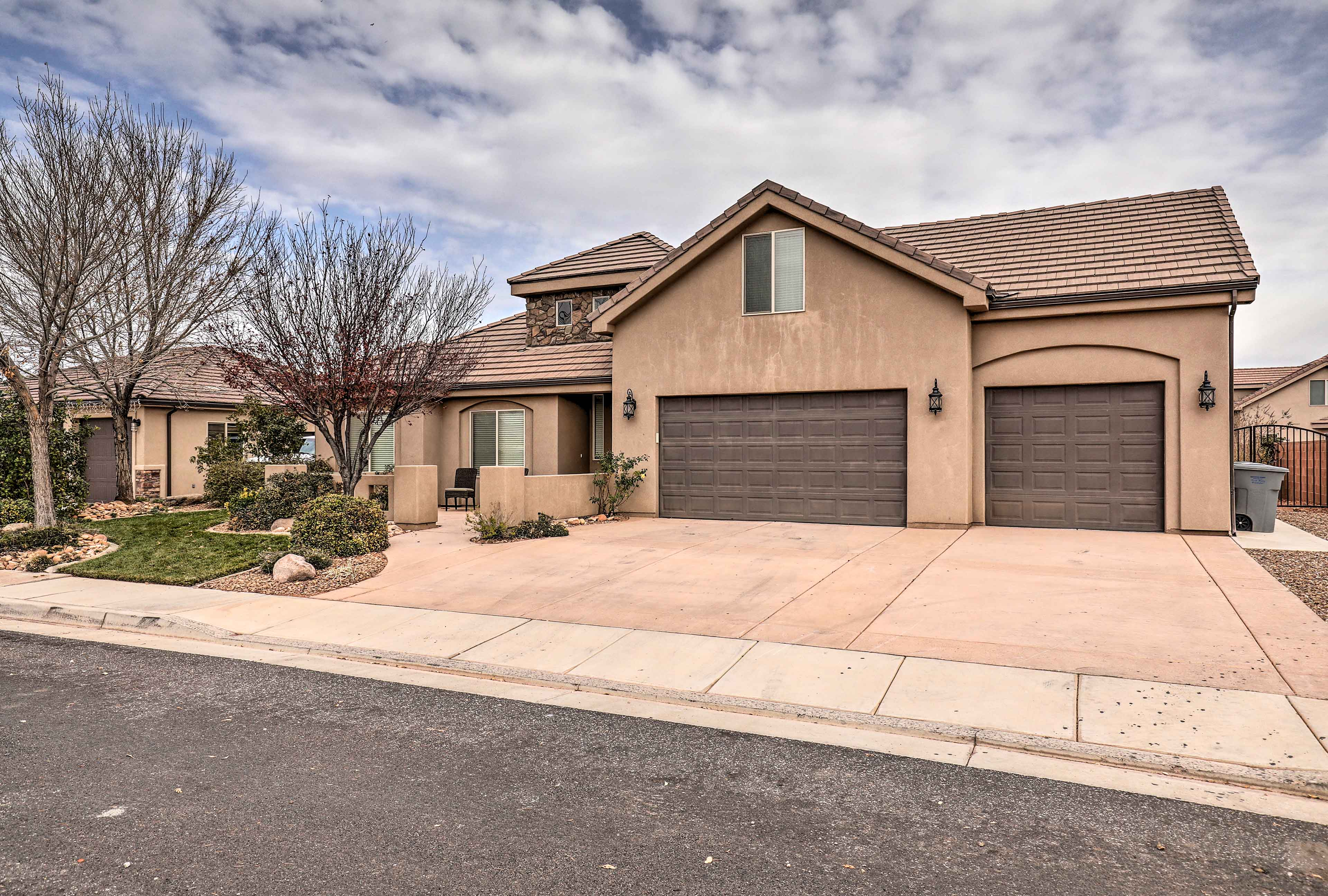 This lovely Hurricane home is just 5 minutes from Sand Hollow State Park!