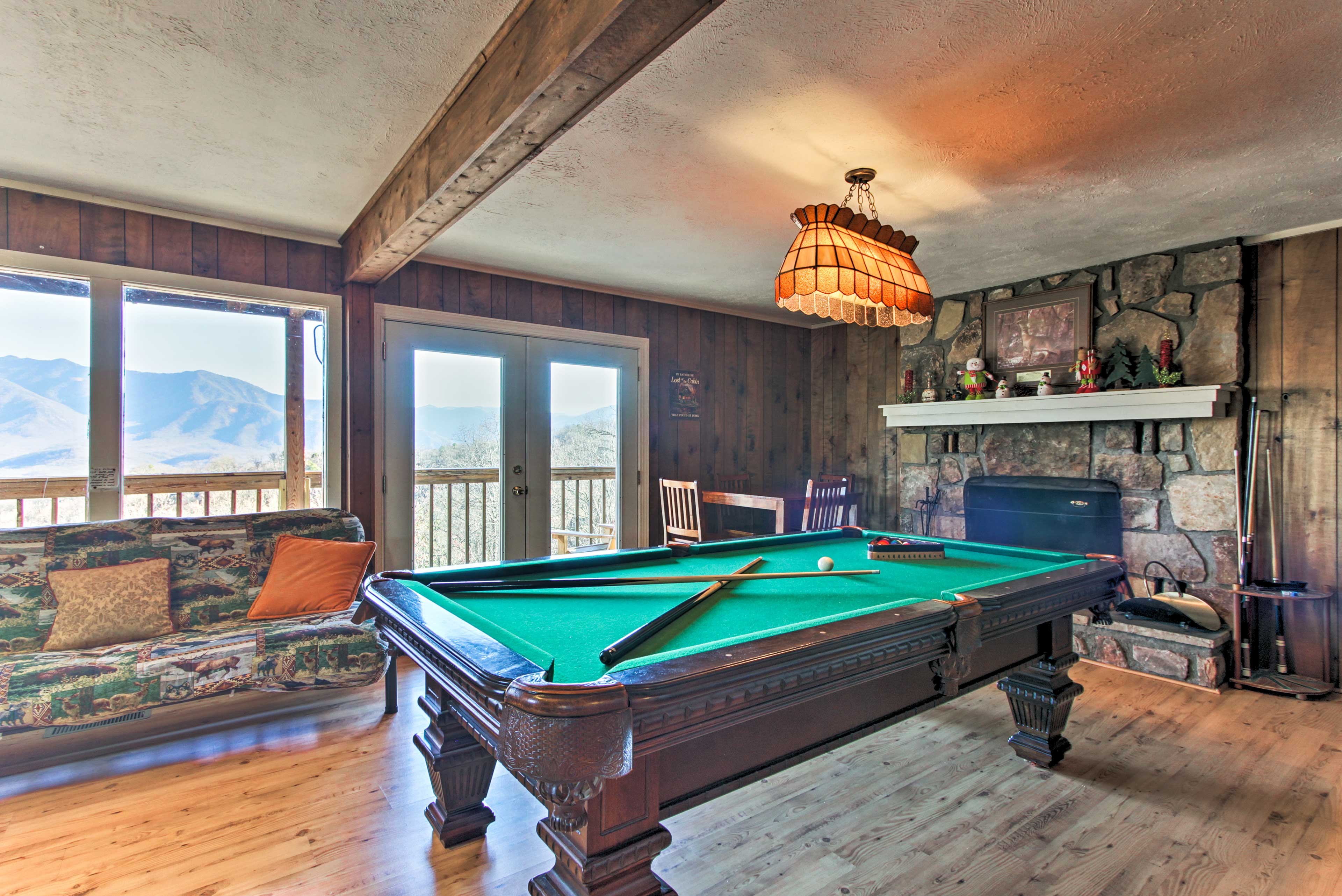You'll love the superb amenities like a private hot tub, pool table, and more.
