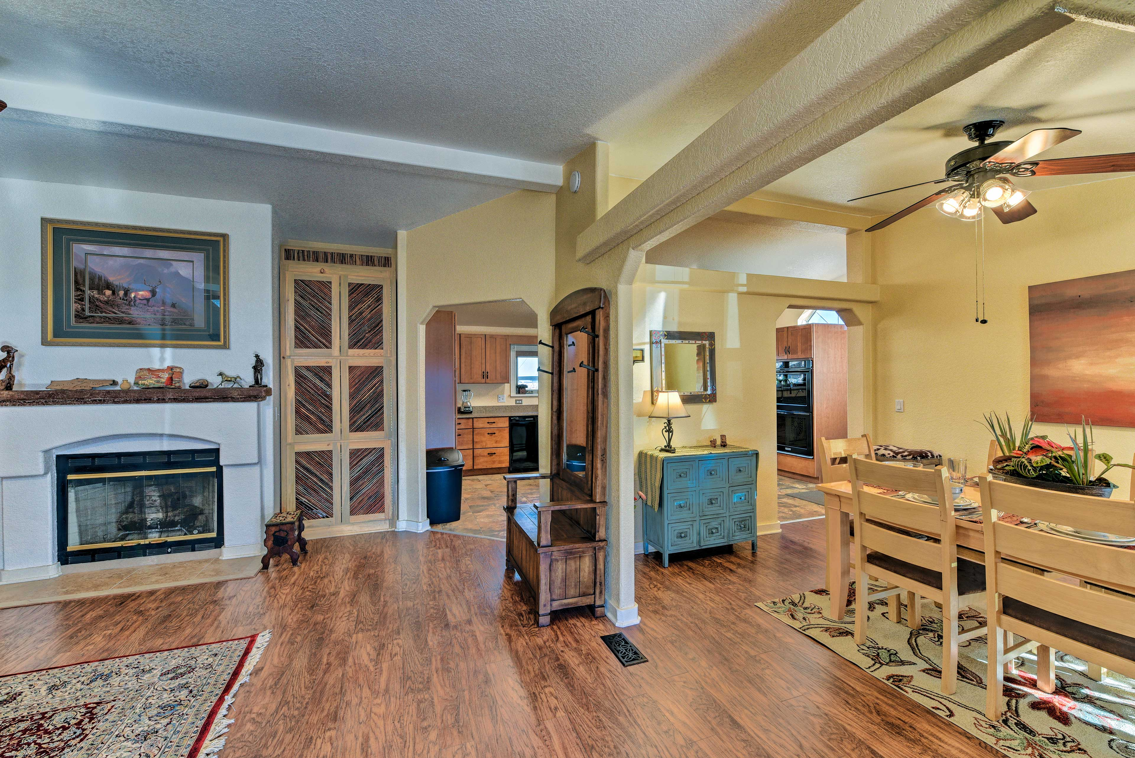 Turn on the gas fireplace to create an even more intimate ambiance!