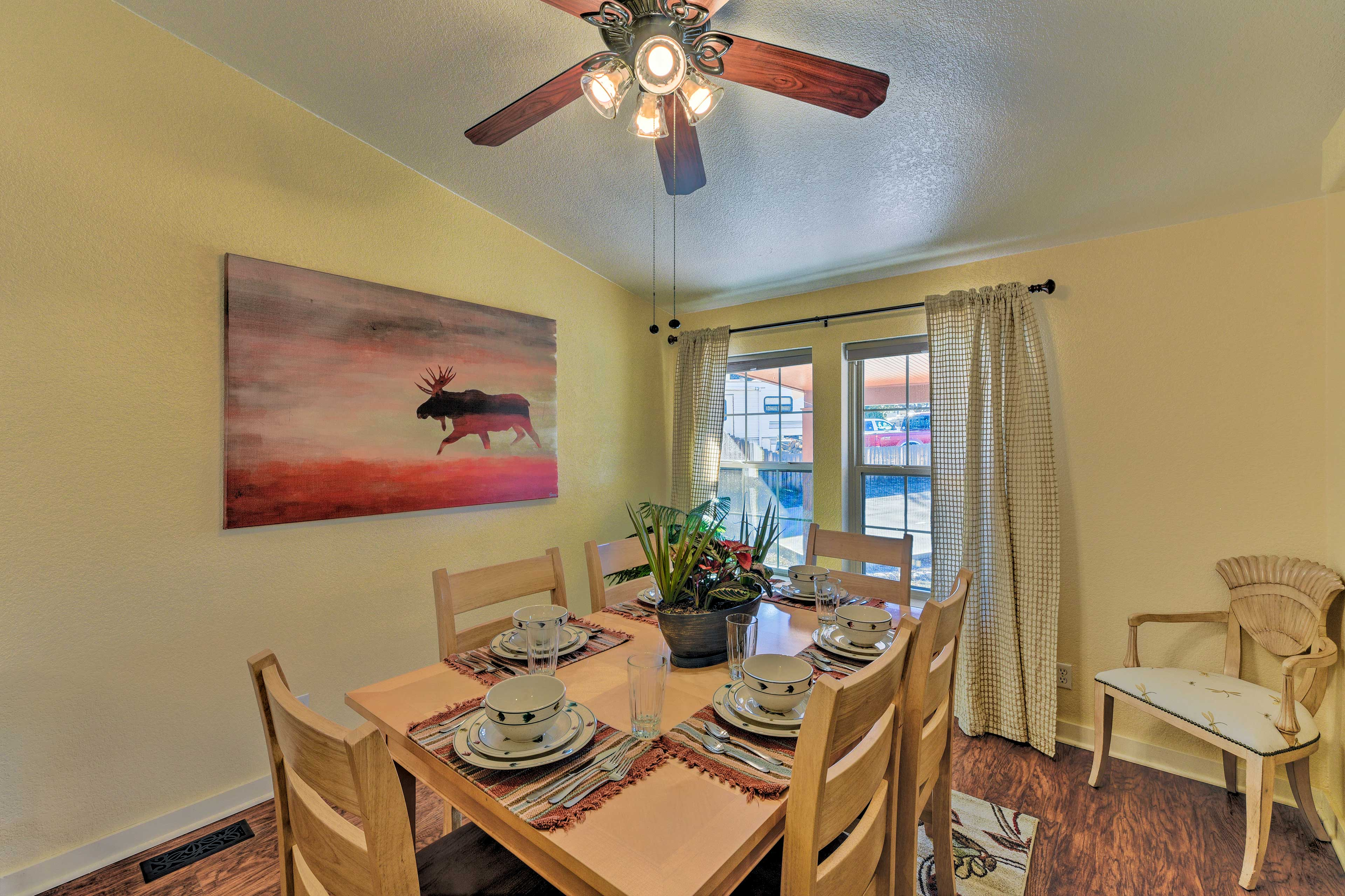 Enjoy tasty homemade meals at this 6-person dining table.