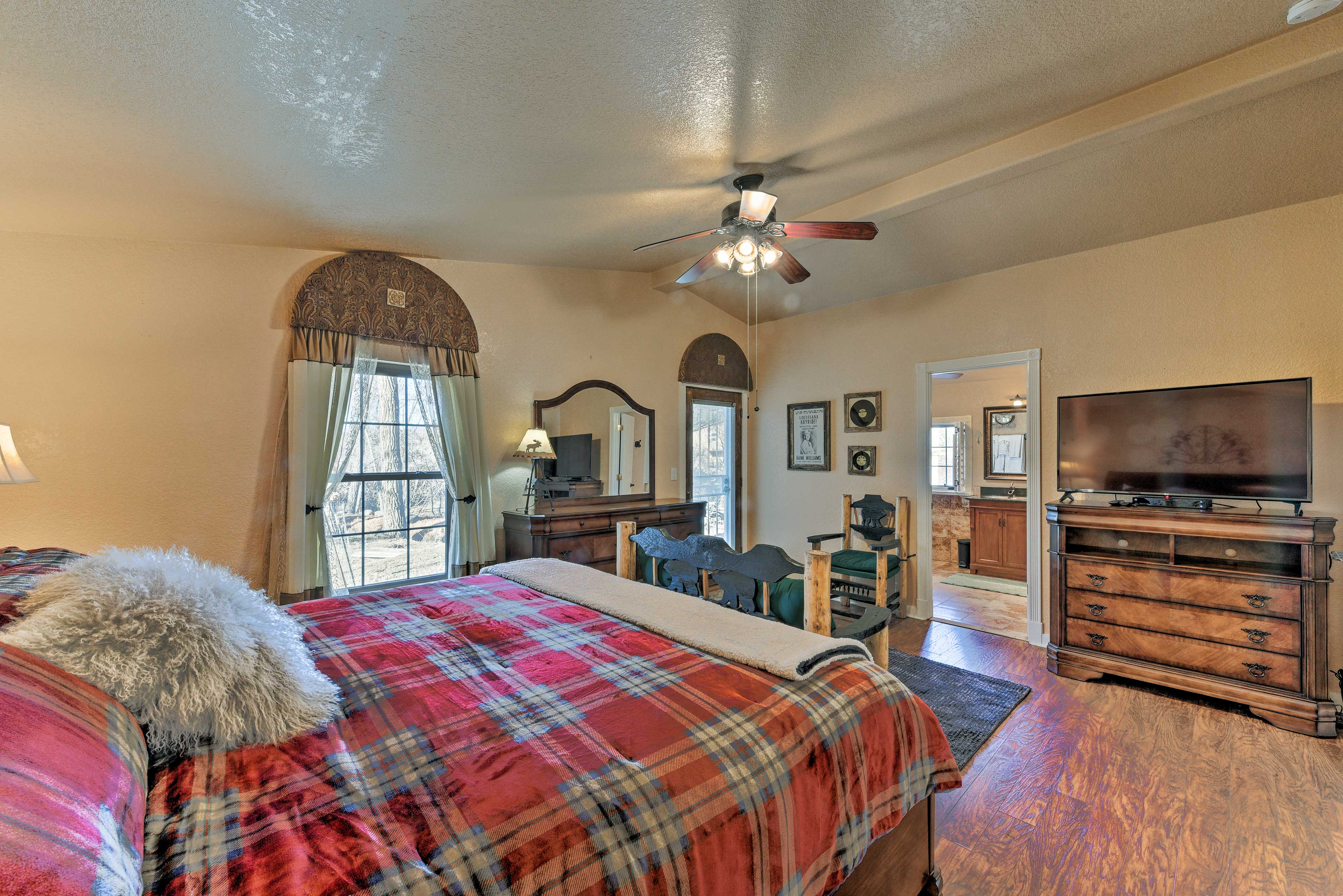 Snuggle under the covers of this king bed & turn on the flat-screen cable TV.