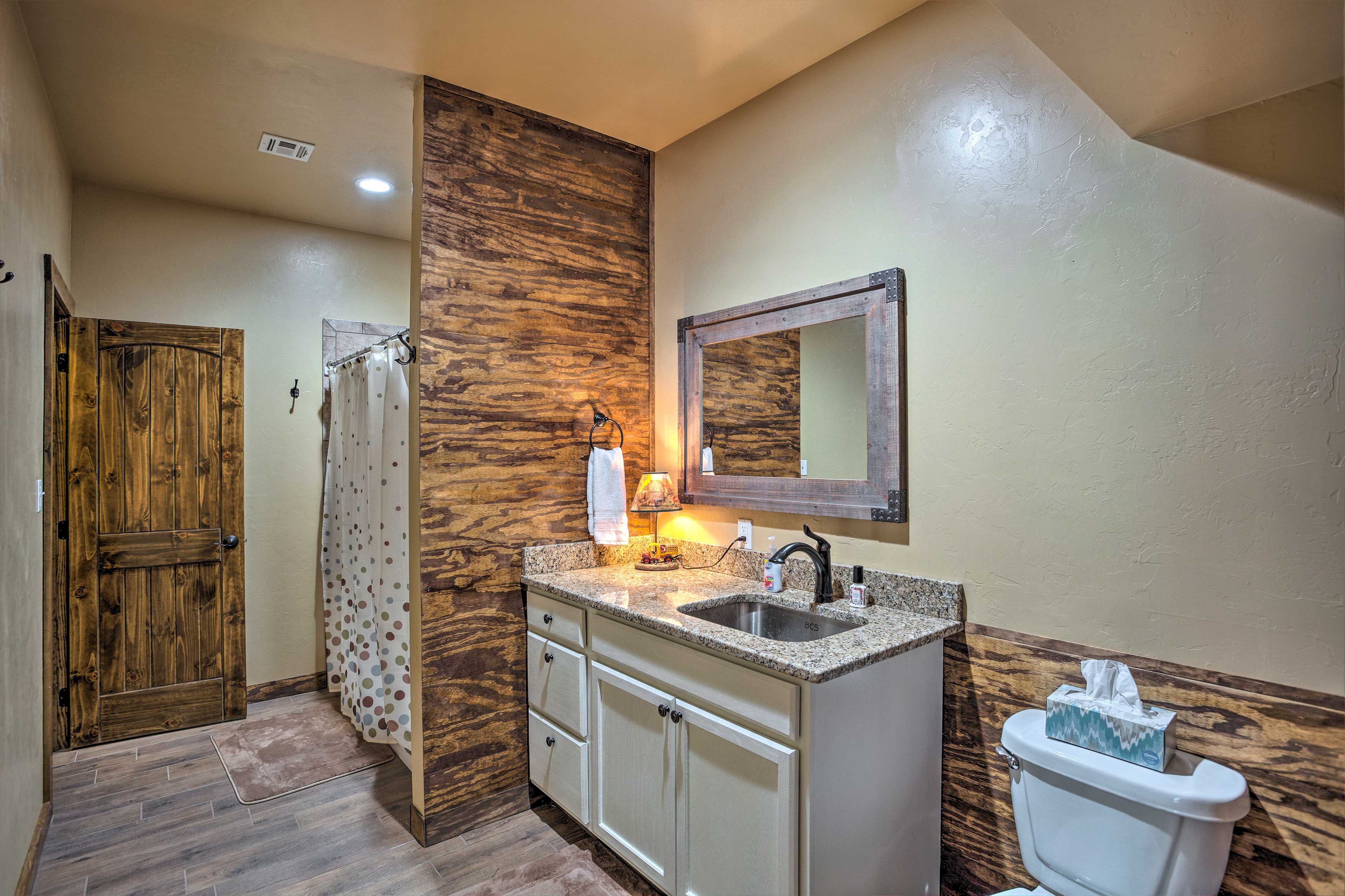 A large en-suite bathroom makes it easy to freshen up.