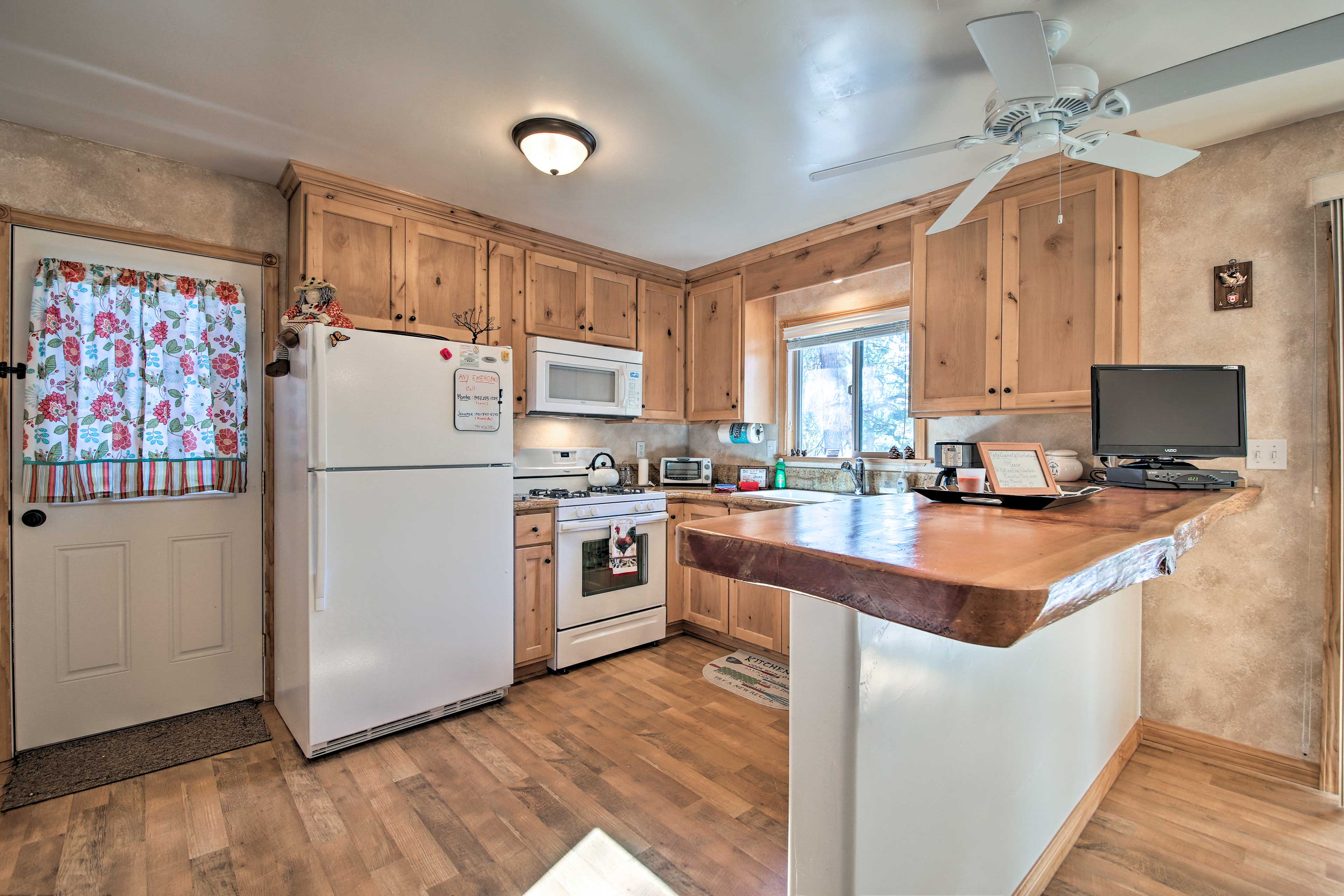 Fall in love with cooking in this fully equipped kitchen!
