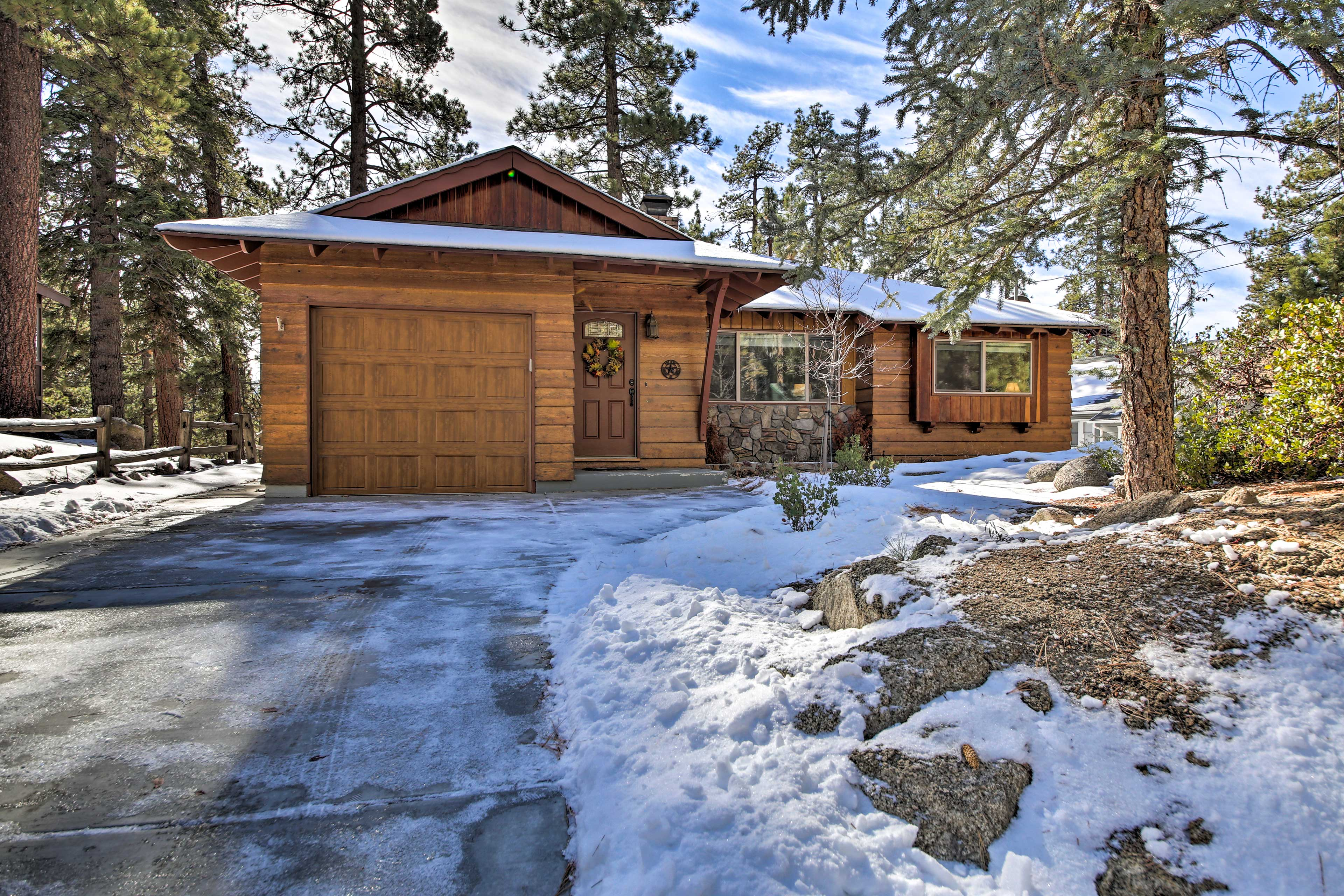 The home is a short walk to the marina and lake, and minutes from Snow Summit!