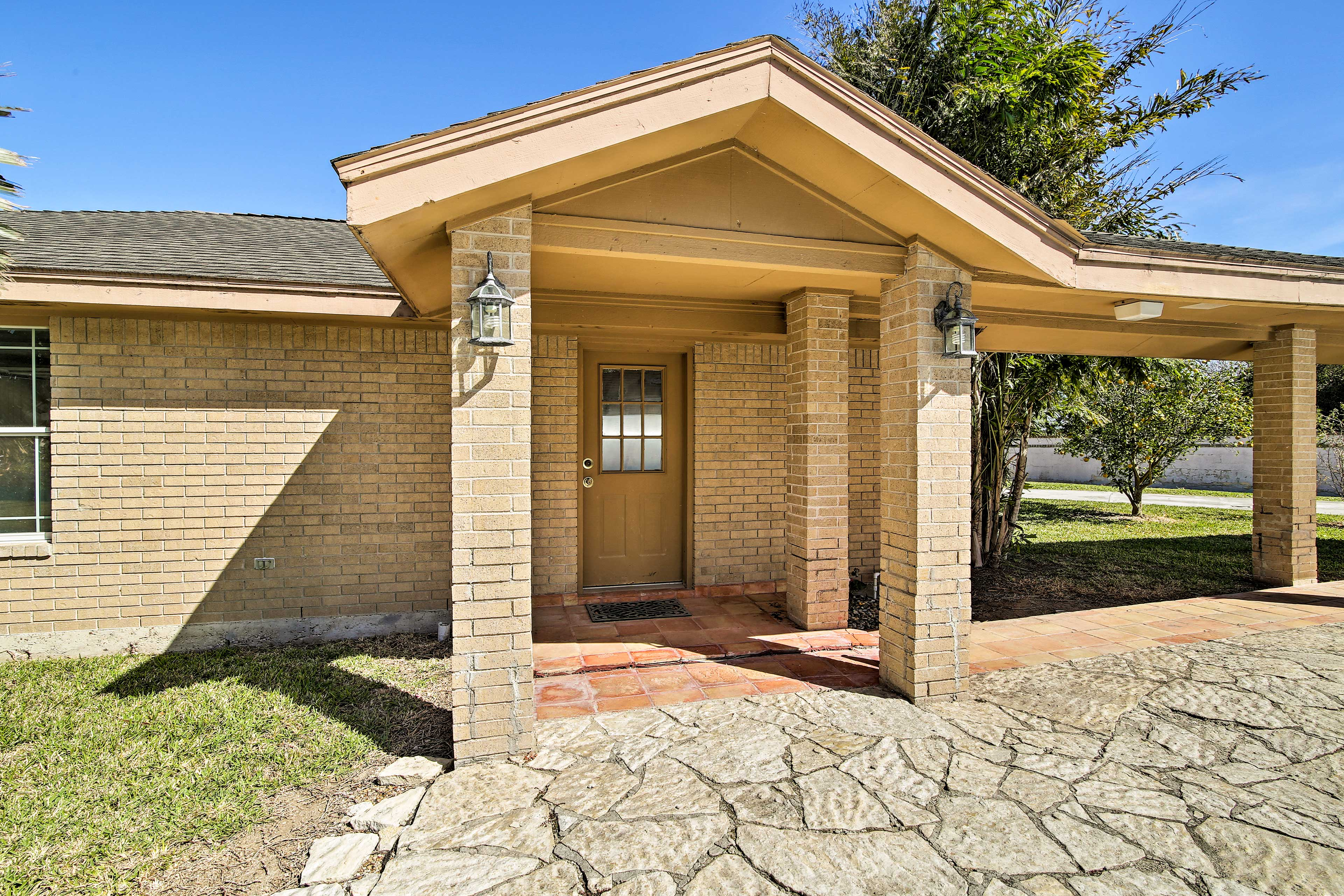 A memorable stay awaits you at this Harlingen home!