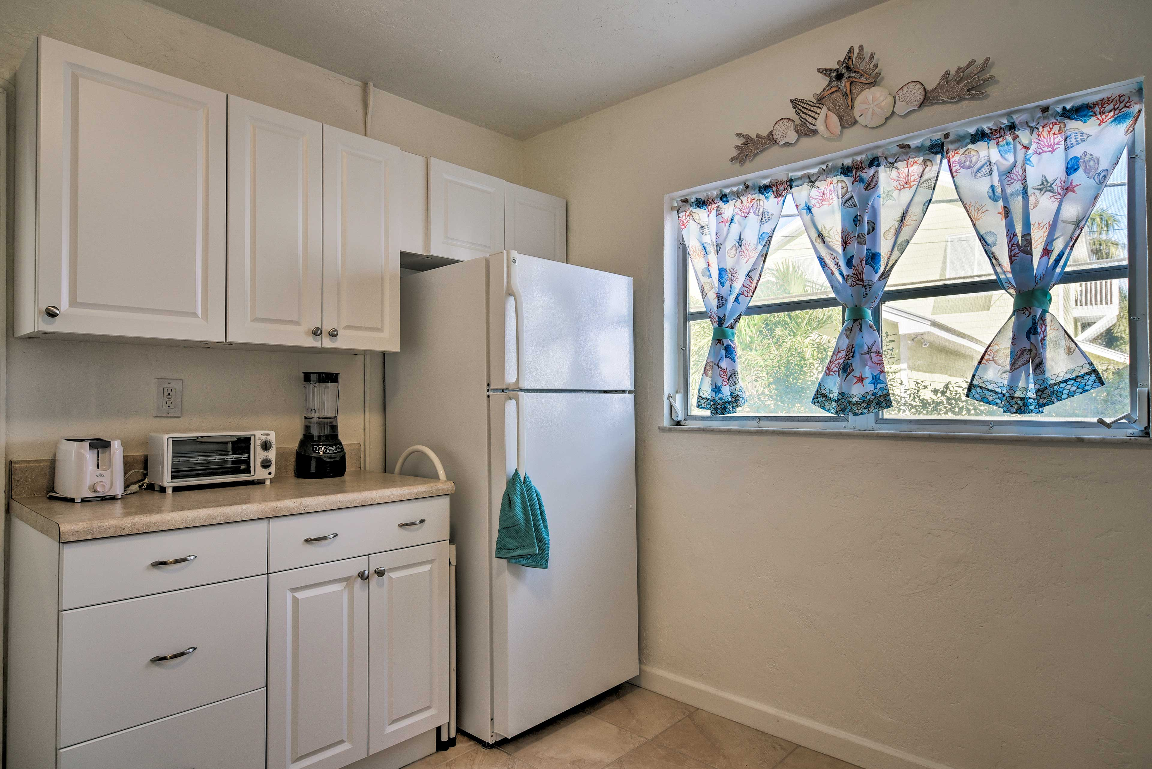 The kitchen is fully equipped with all the cooking appliances you'll need!