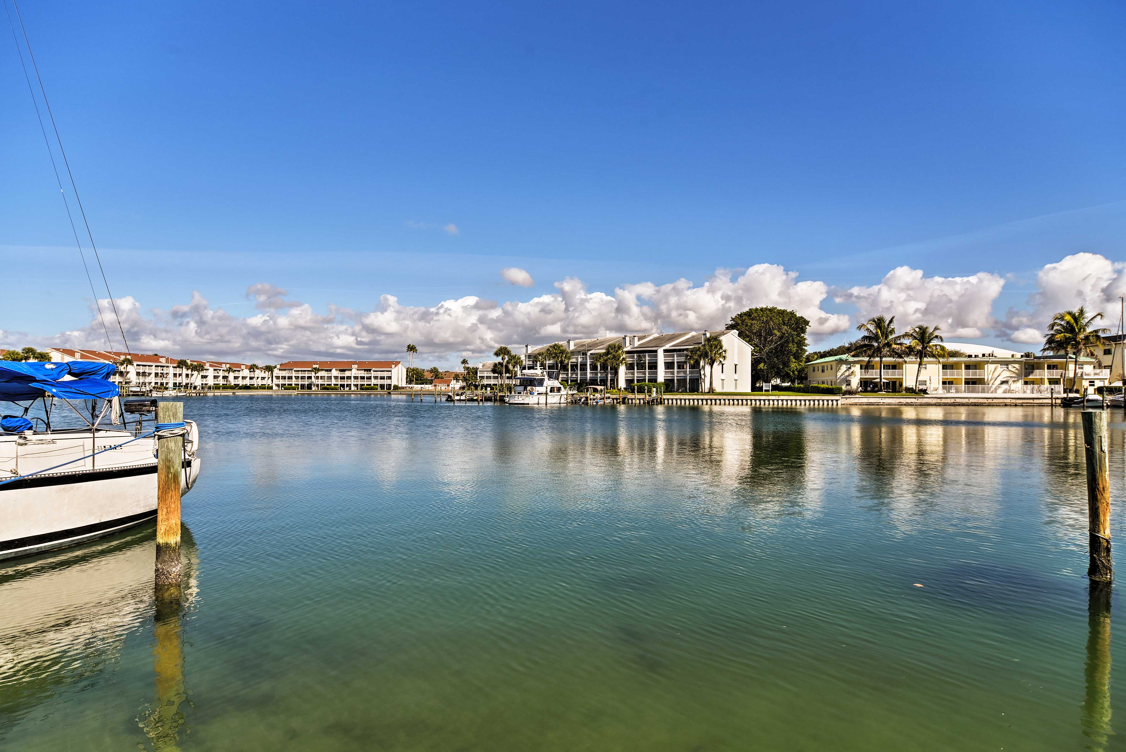 Book now to secure your spot in this unbeatable Treasure Island location!