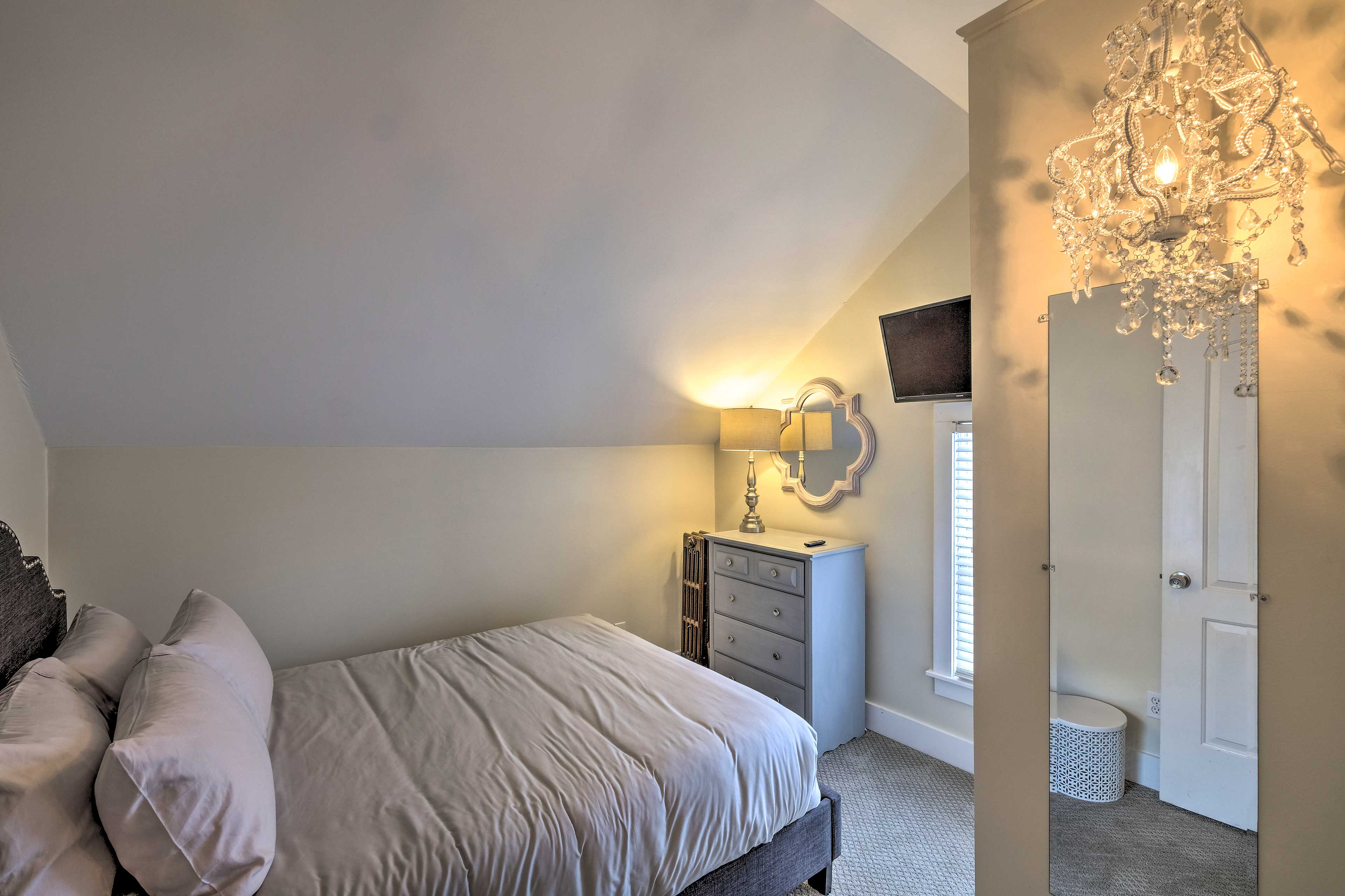 The 3rd bedroom boasts a cozy queen-sized bed for 2.