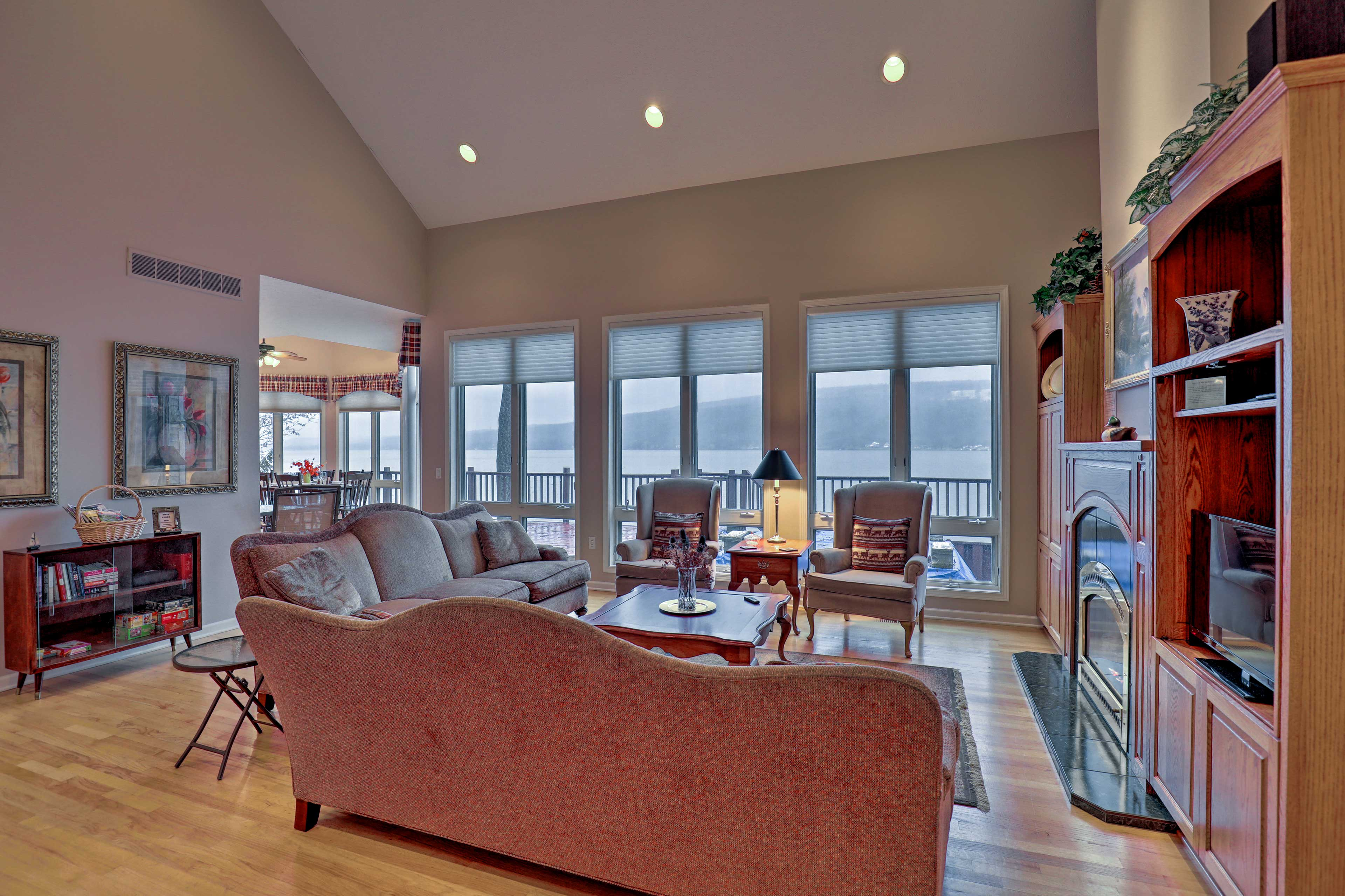 Curl up with loved ones in front of the gas fireplace and flat-screen cable TV.