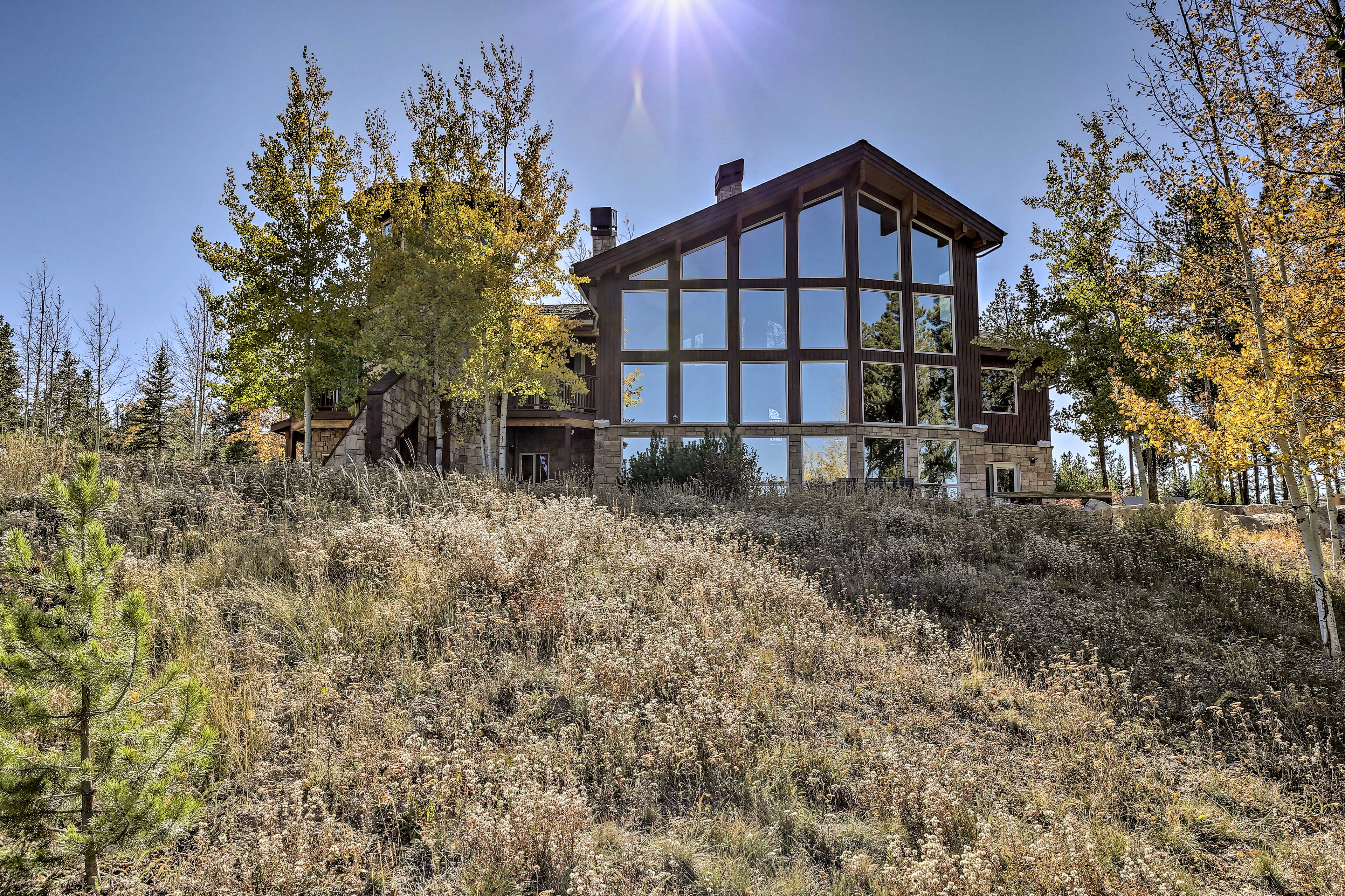 This stunning Tabernash vacation rental sleeps up to 14 guests.