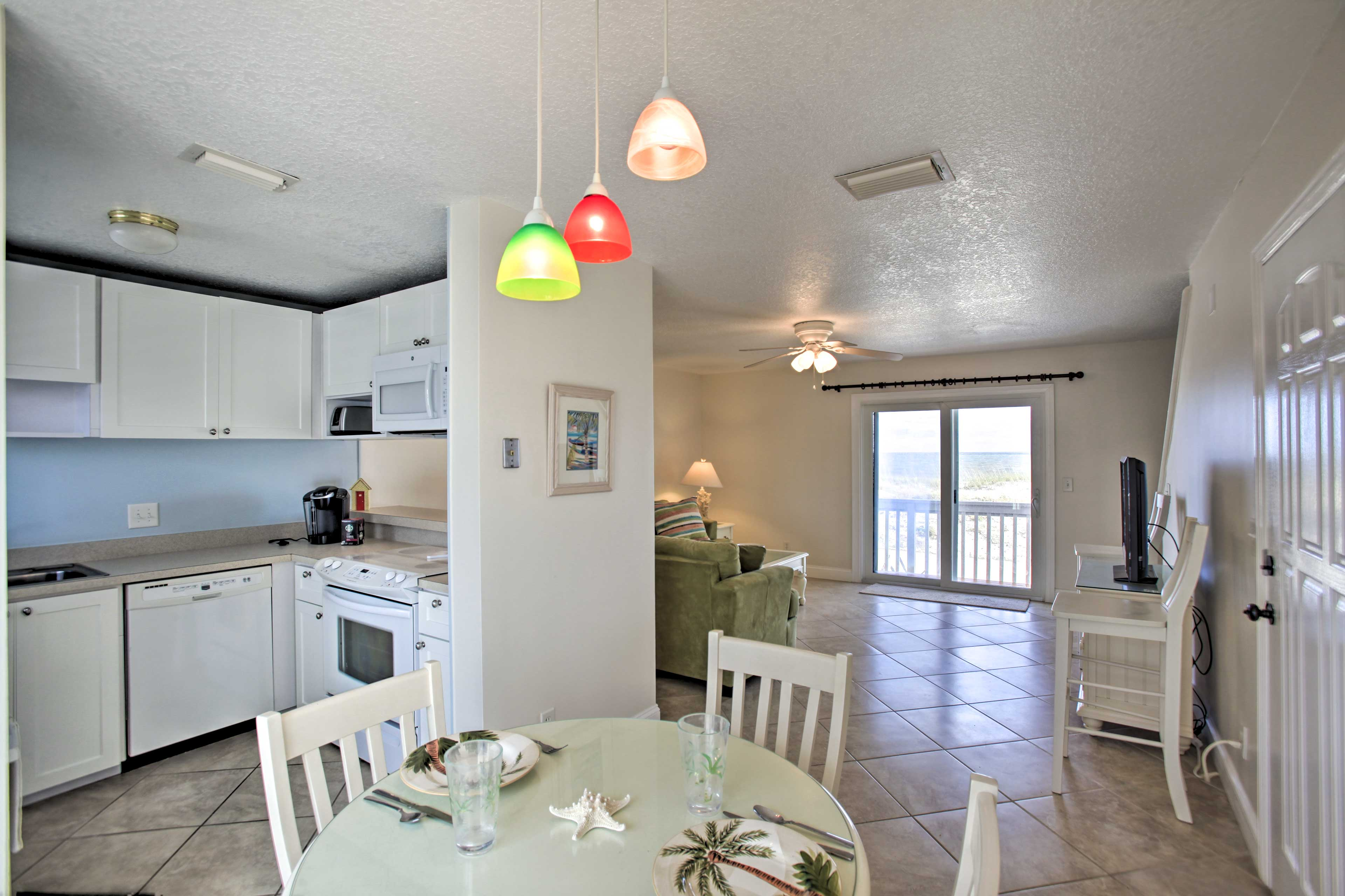 The open floor plan makes it easy to socialize with your loved ones.