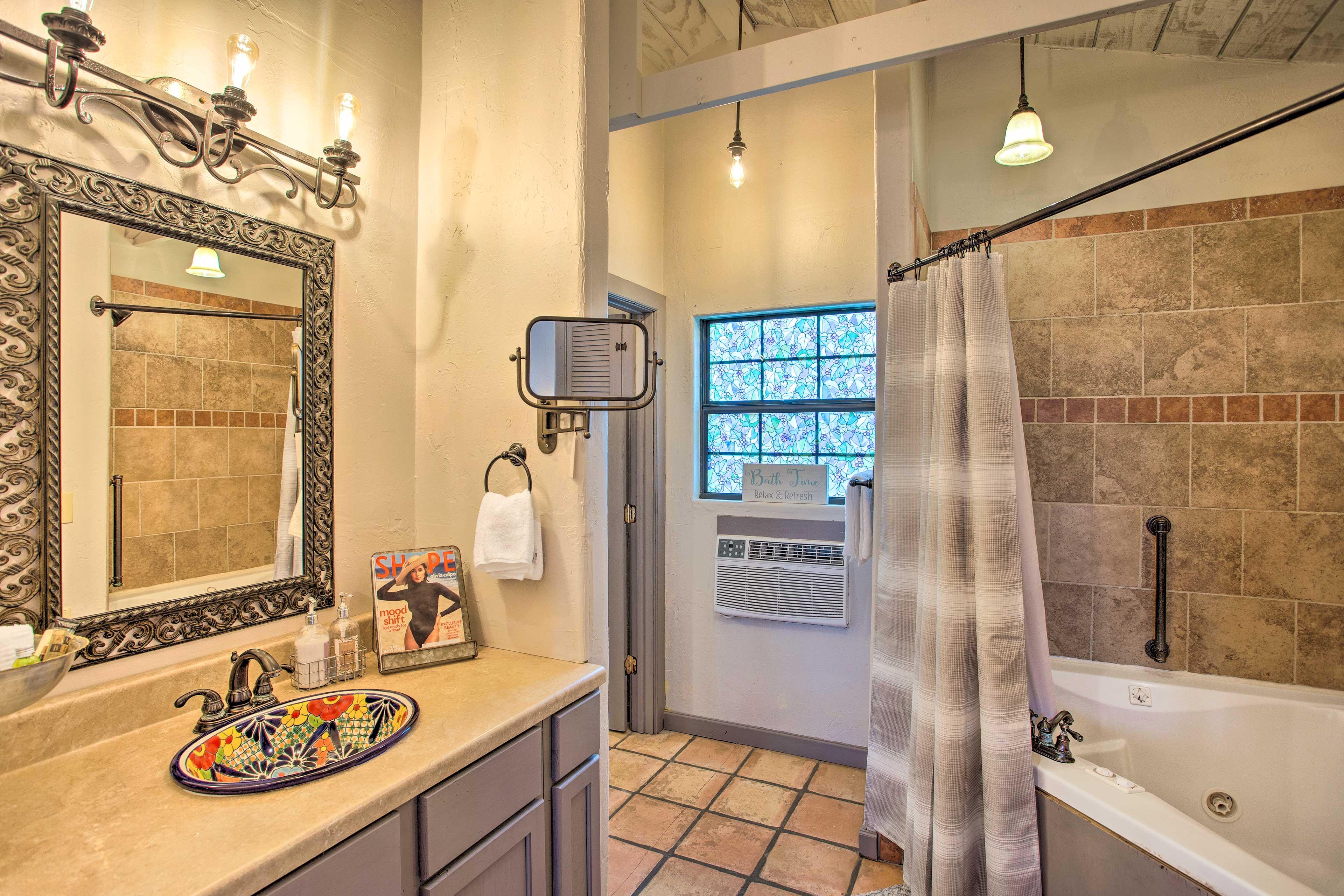 Full Bathroom | Jacuzzi Tub