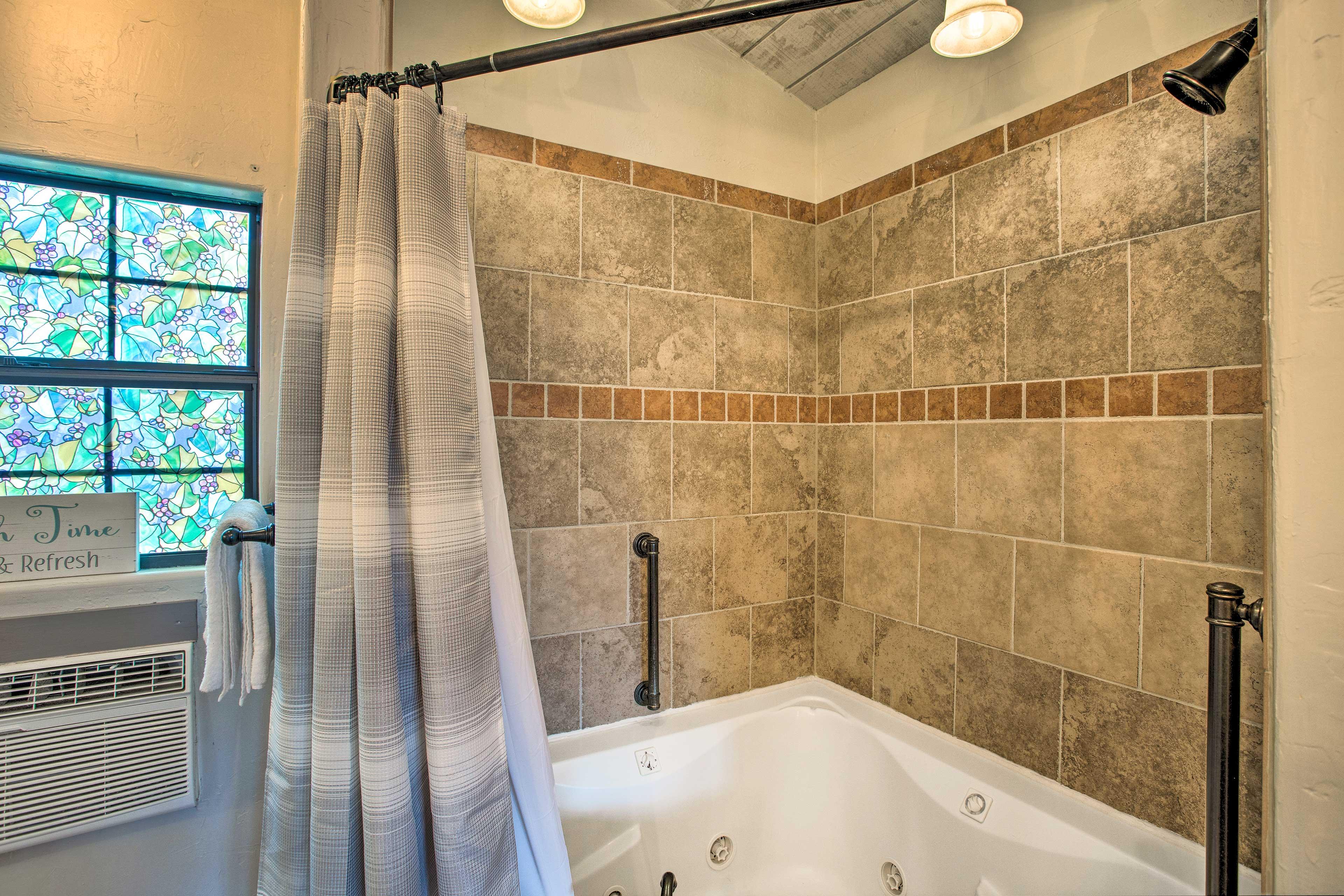 Studio | Full Bathroom