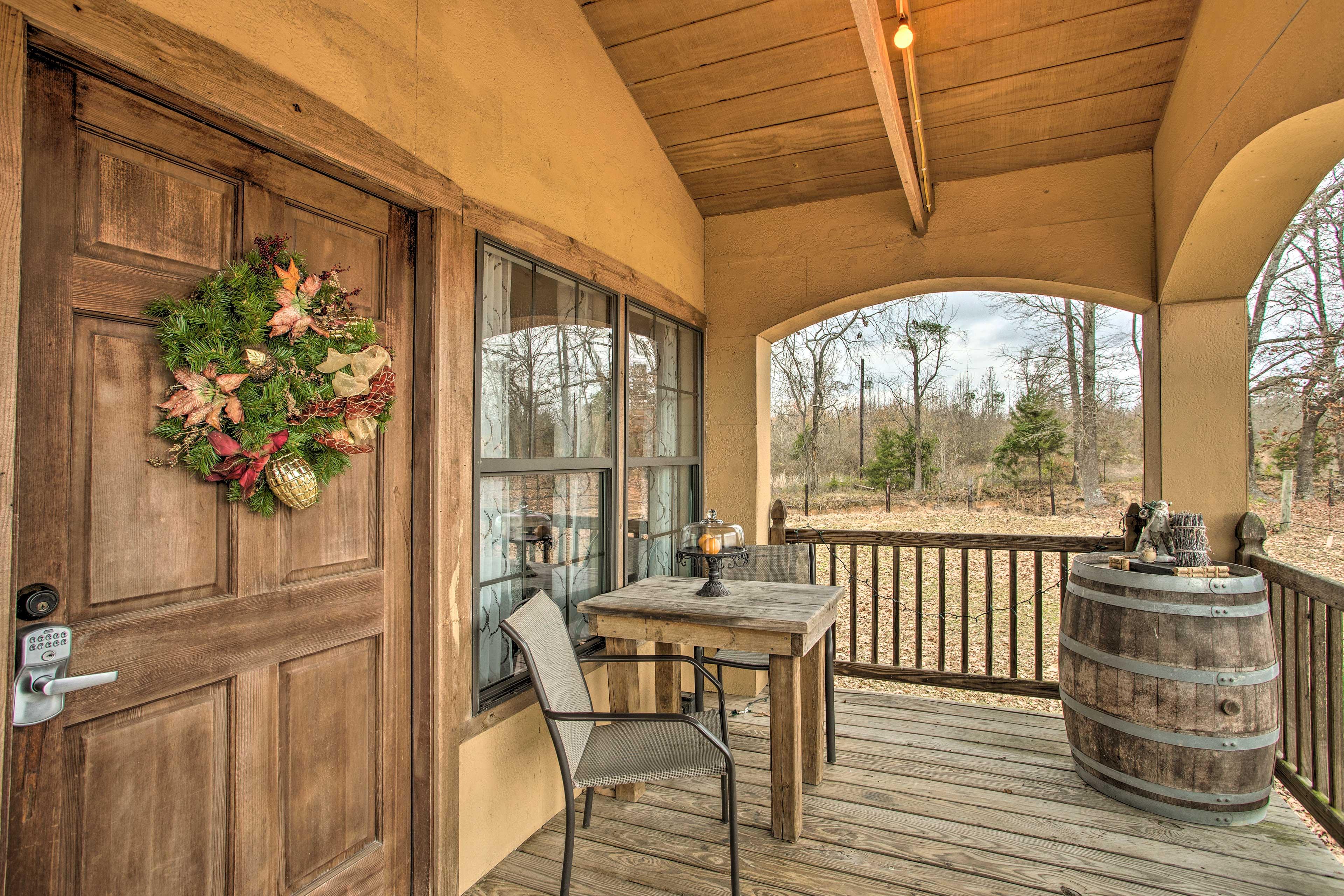 Private Covered Deck | Vineyard Views