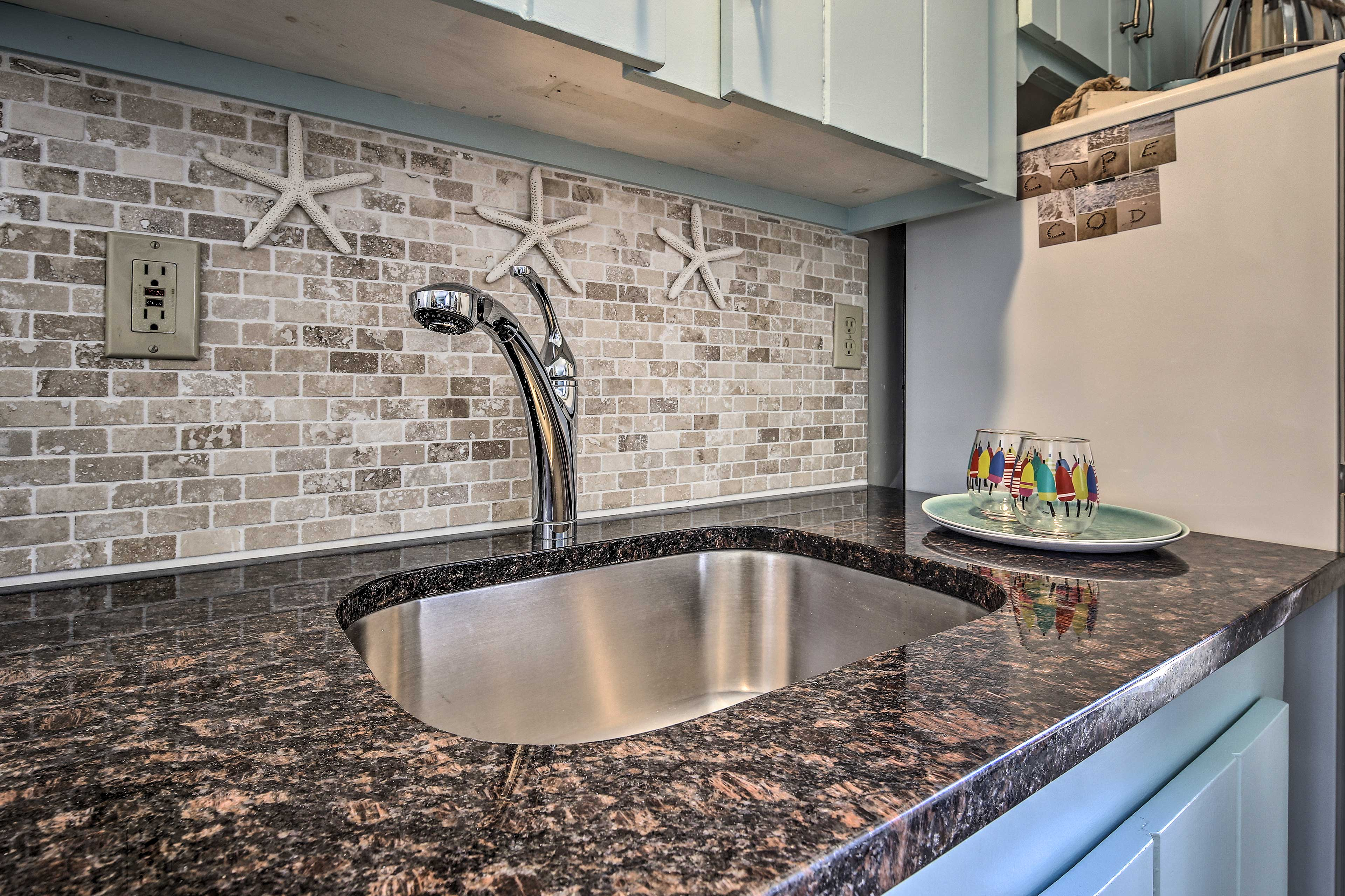 The granite countertops and tile backsplash is a gorgeous touch!
