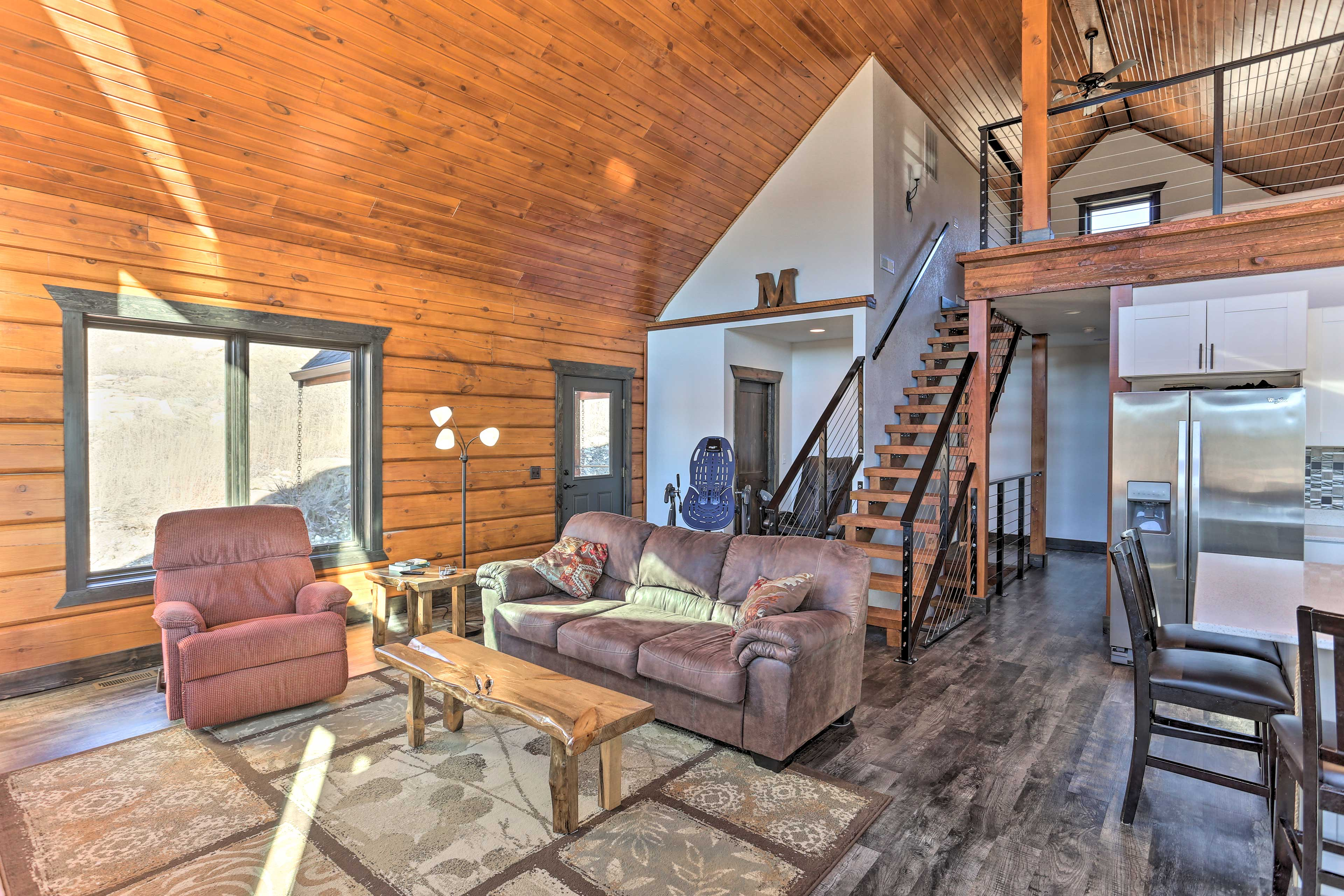 This 3-bedroom+loft cabin features 3.5 bathrooms for 8 guests.